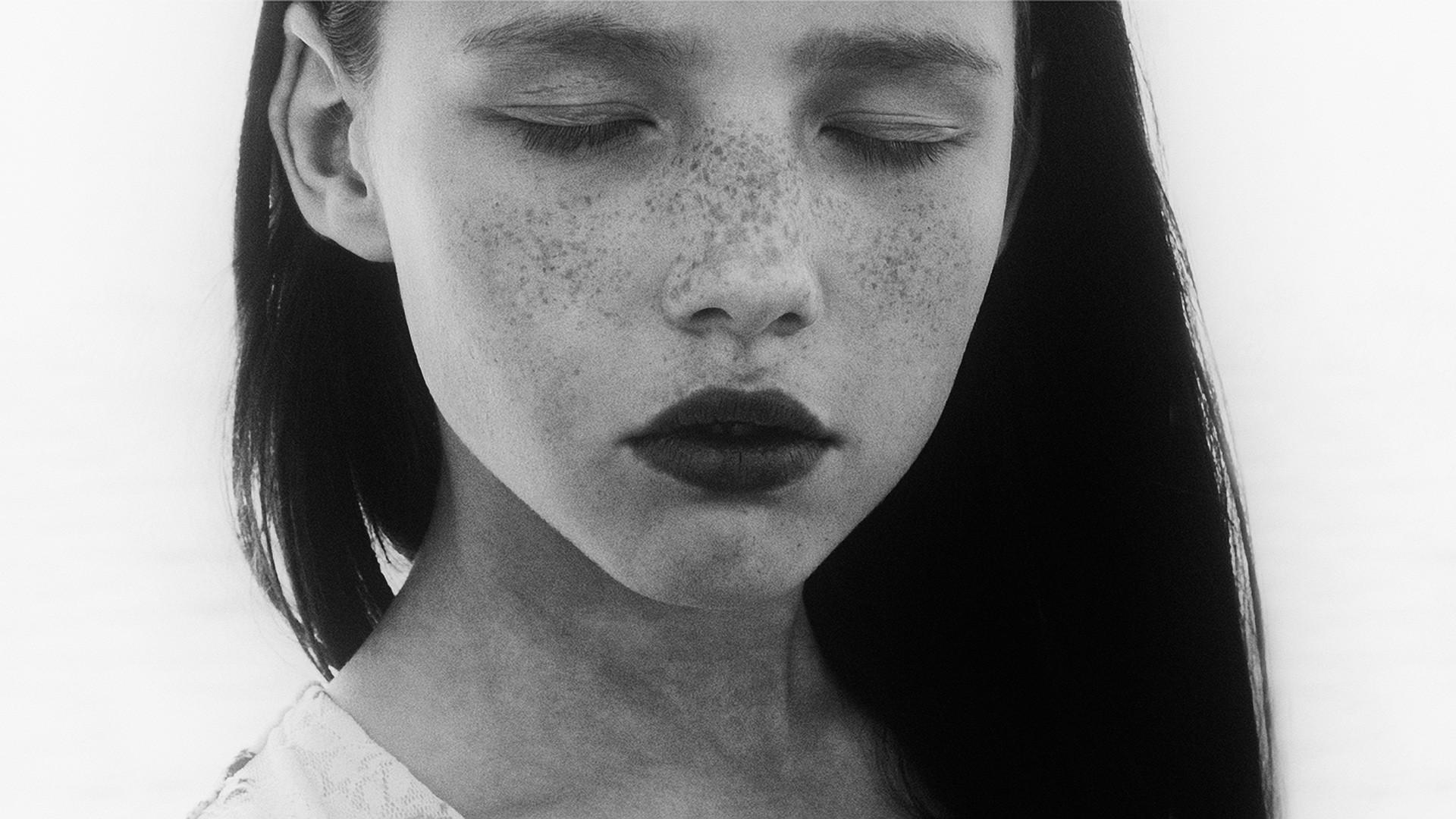 Freckles Brunette Face Closed Eyes Closeup 1920x1080