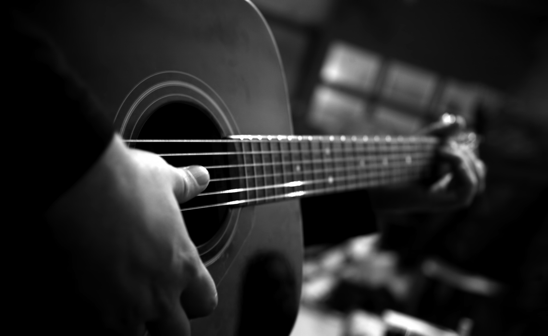 Black Amp White Guitar 4744x2912