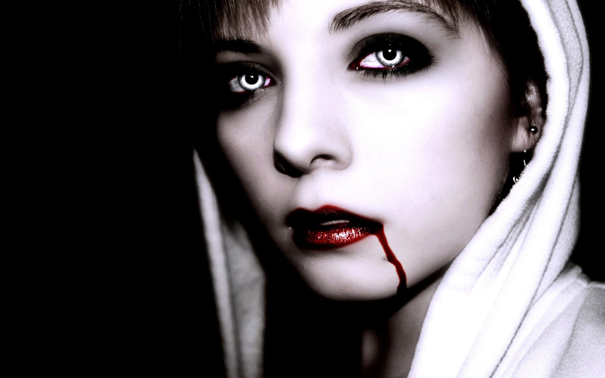 Fantasy Vampire 2560x1600