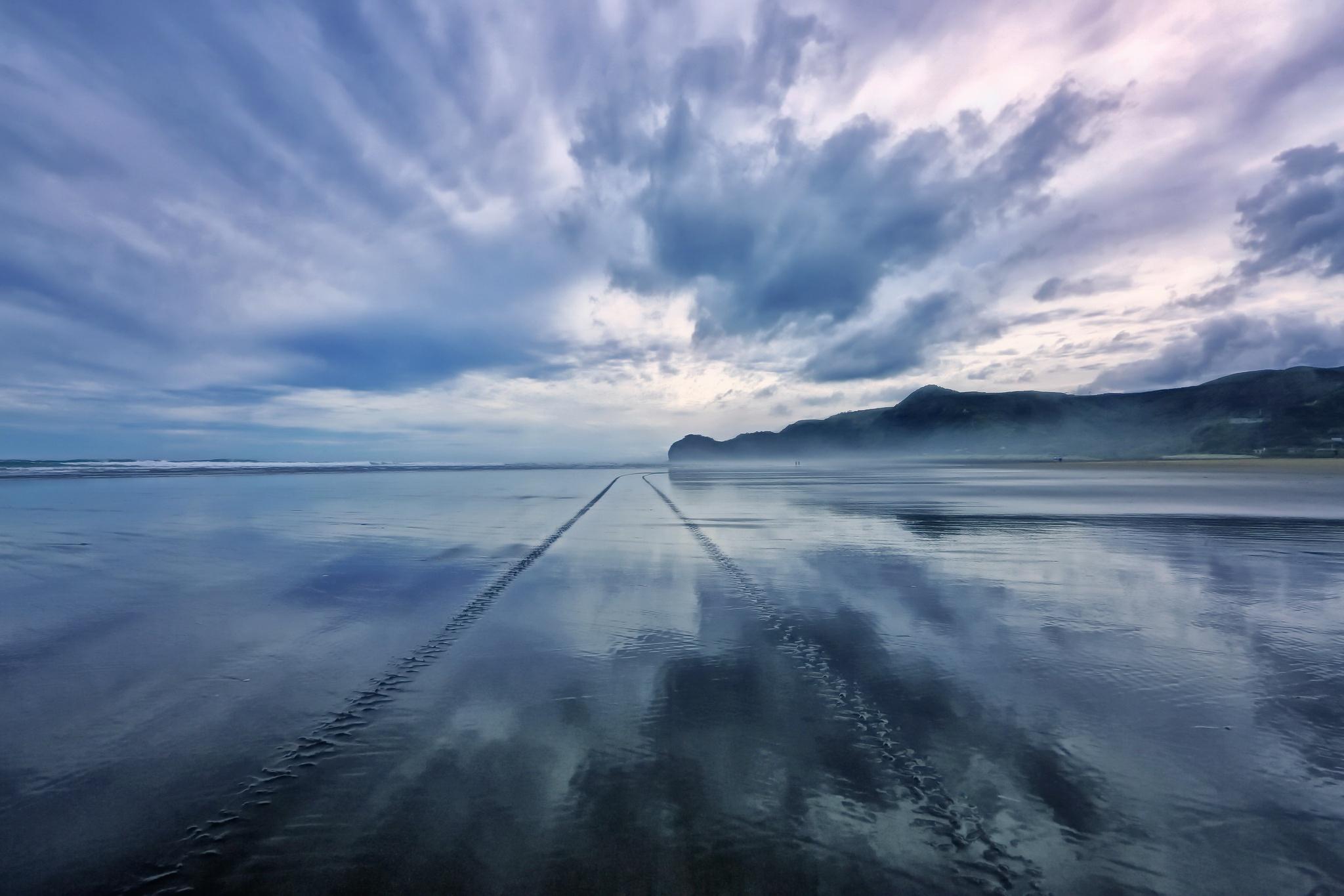 Beach Cloud Nature Tracks 2048x1365