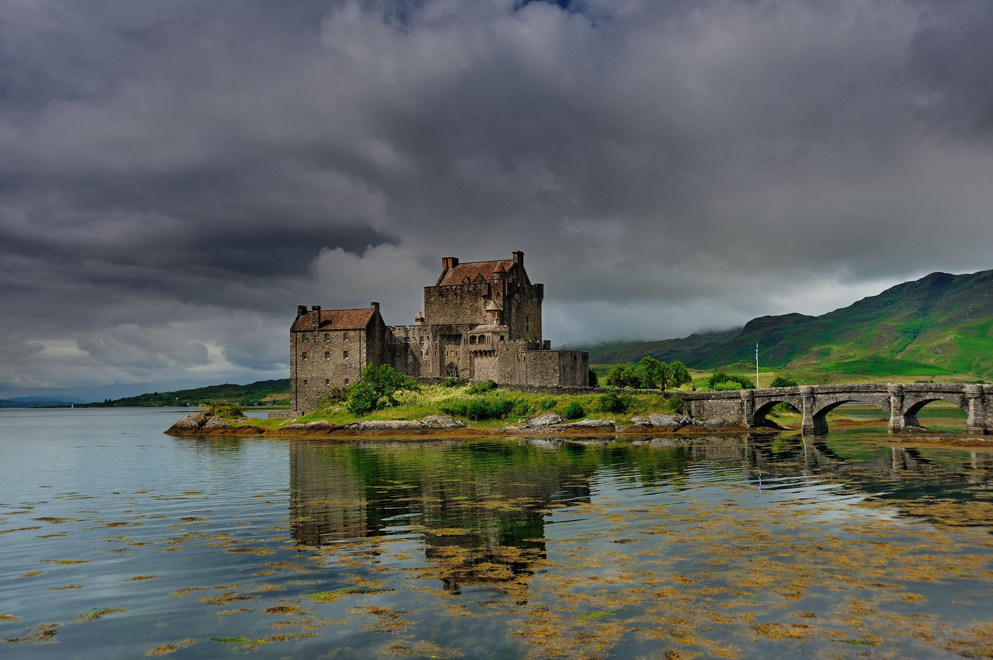 Bridge Castle Eilean Donan Castle Lake Scotland 2048x1362