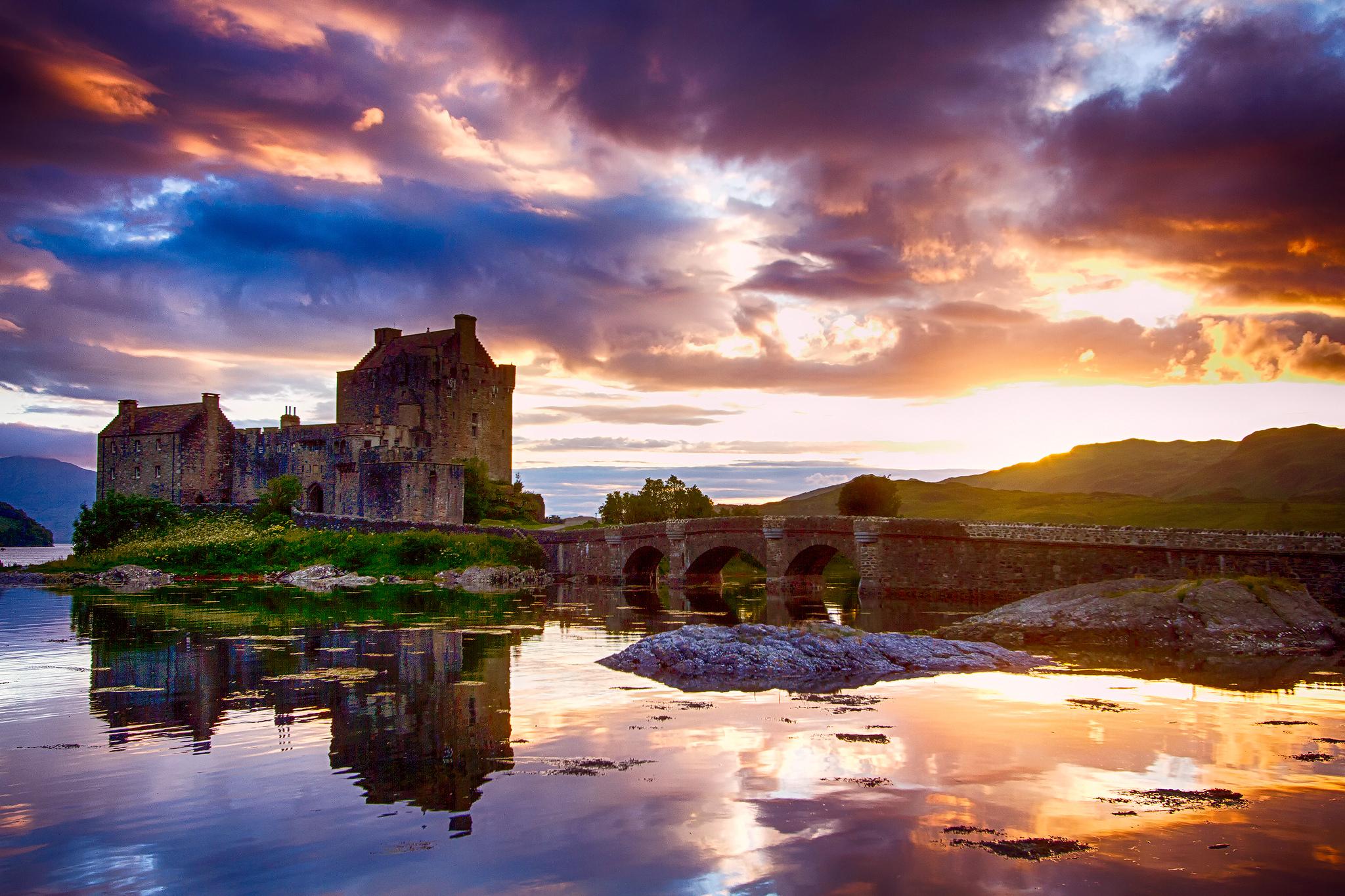 Eilean Donan Castle Scotland 2048x1365