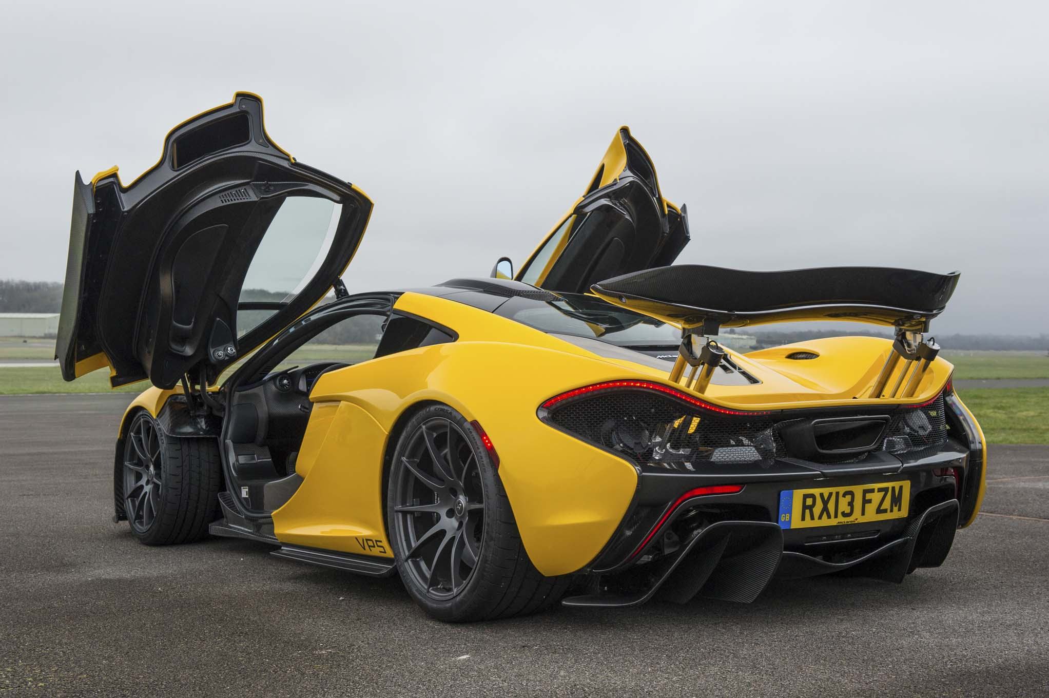 Vehicles McLaren P1 2044x1360