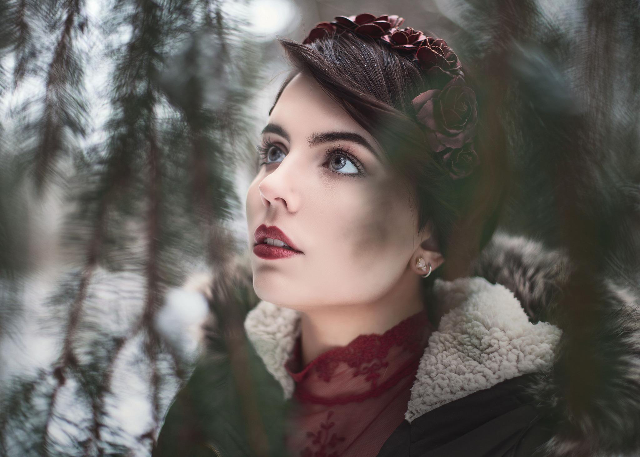 Black Hair Blue Eyes Face Girl Lipstick Model Woman Wreath 2048x1463