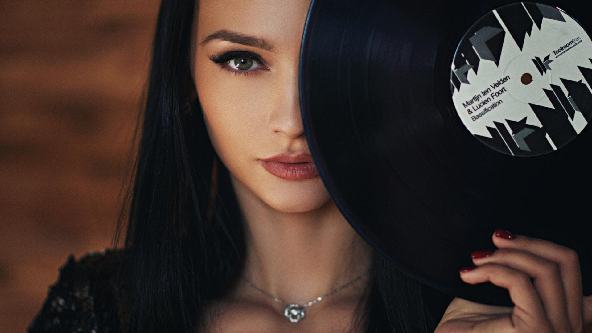 Sergey Fat Women Kseniya Alekseevskaya Dark Hair Vinyl Portrait Necklace Red Nails Green Eyes 1920x1080