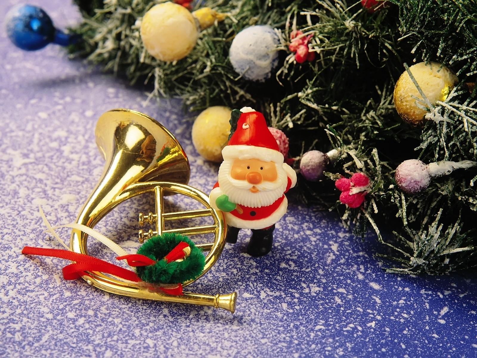 Bauble Christmas Decoration Santa Trumpet 1600x1200