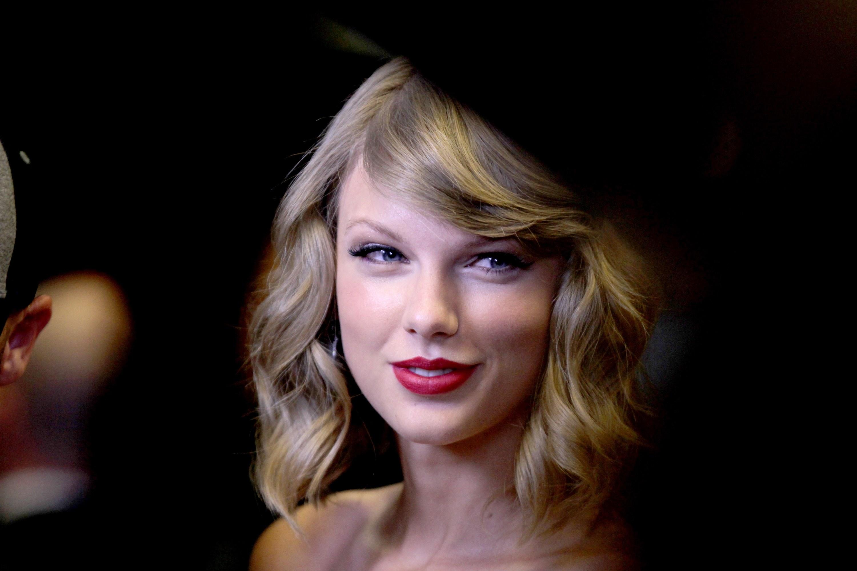 American Blonde Blue Eyes Lipstick Singer Smile Taylor Swift 3000x2000