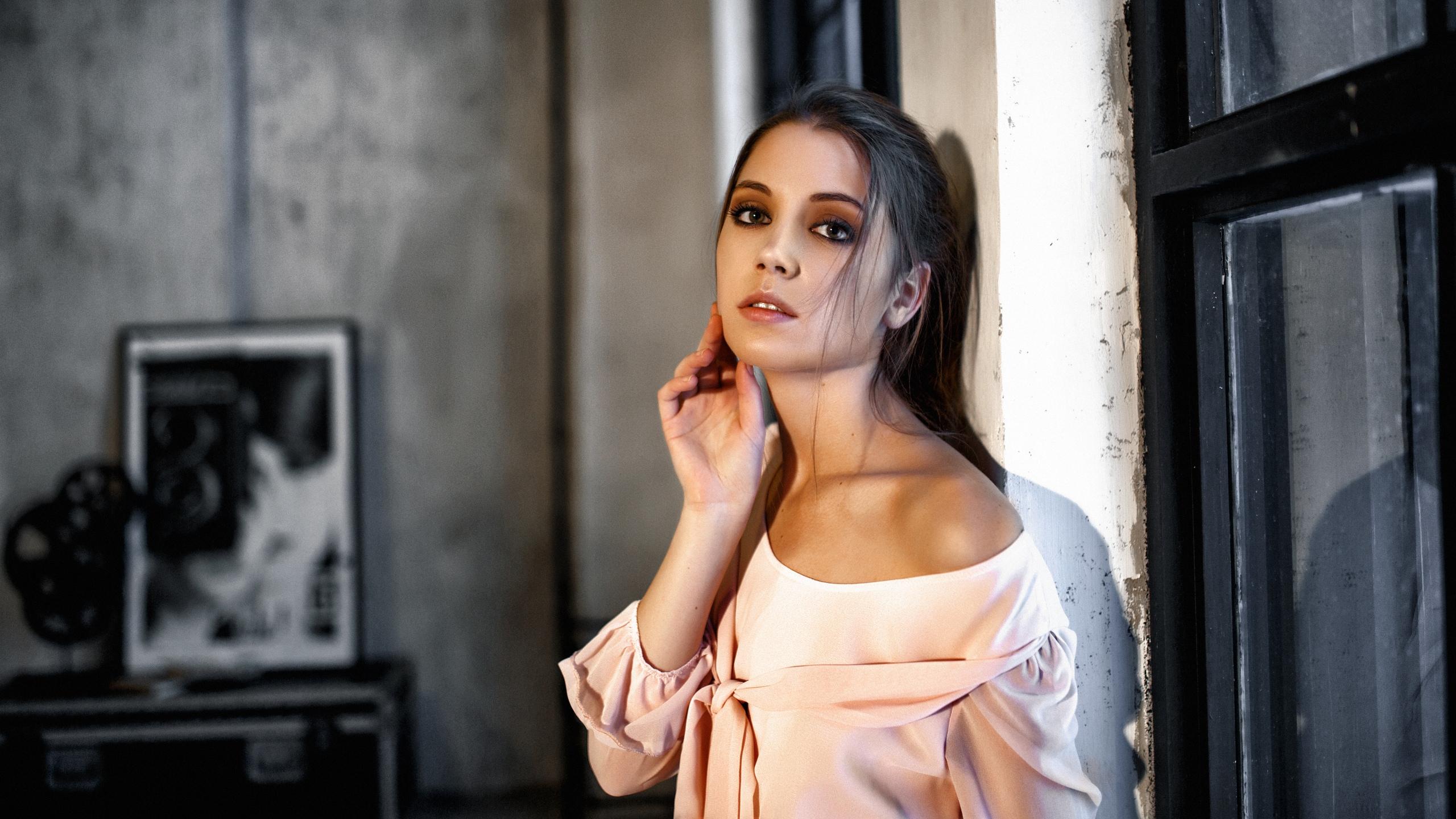 Alexey Kishechkin Women Ksenia Kokoreva Brunette Looking At Viewer Makeup Pink Clothing Eyeshadow In 2560x1440