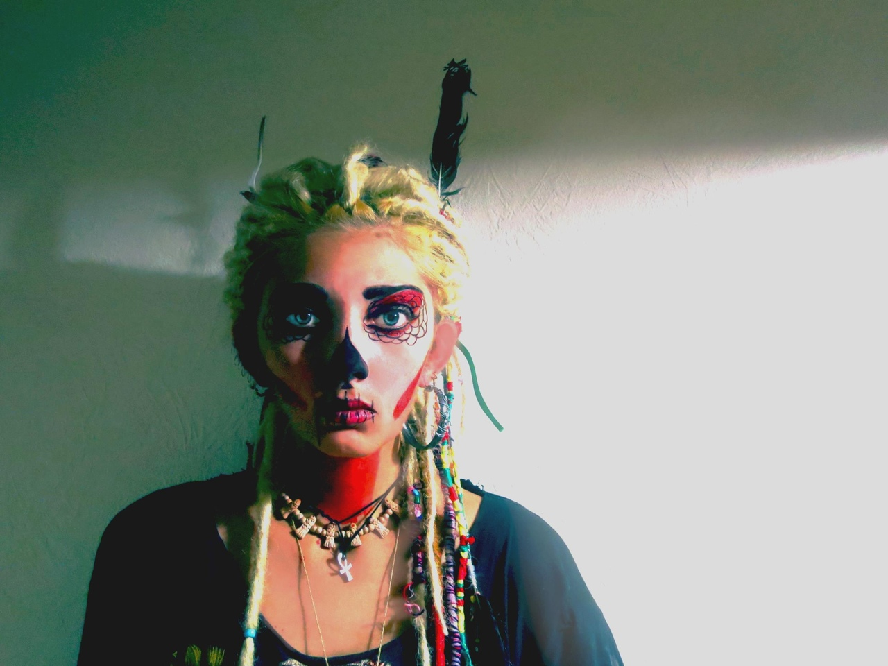 Women Looking At Viewer Natural Light Sugar Skull Dyed Hair Dreadlocks Makeup Feathers Necklace Blon 1280x960
