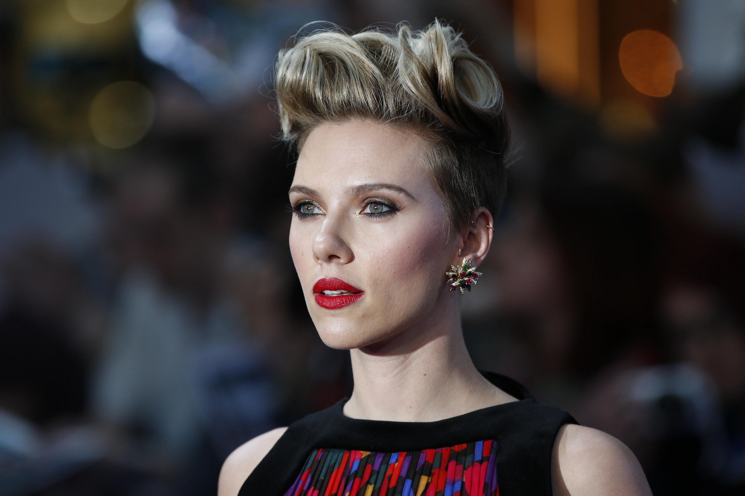 Actress American Blonde Blue Eyes Depth Of Field Earrings Lipstick Scarlett Johansson Short Hair 3000x2000