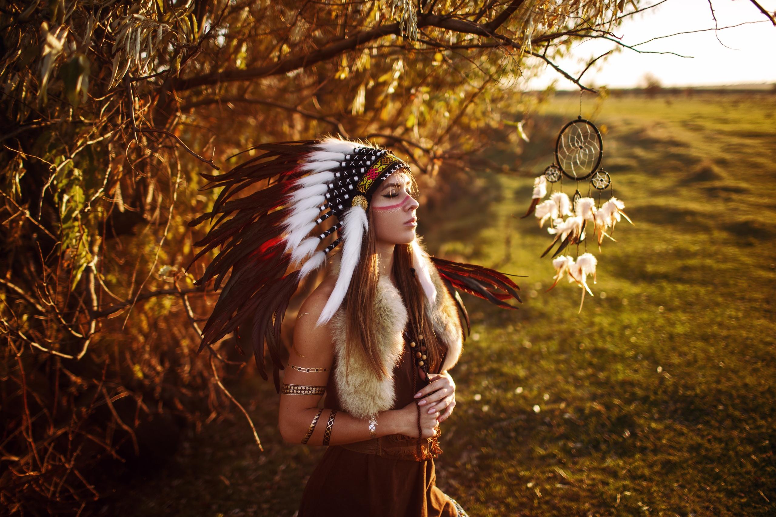 Dreamcatcher Feather Girl Headband Model Native American Redhead Woman 2560x1707