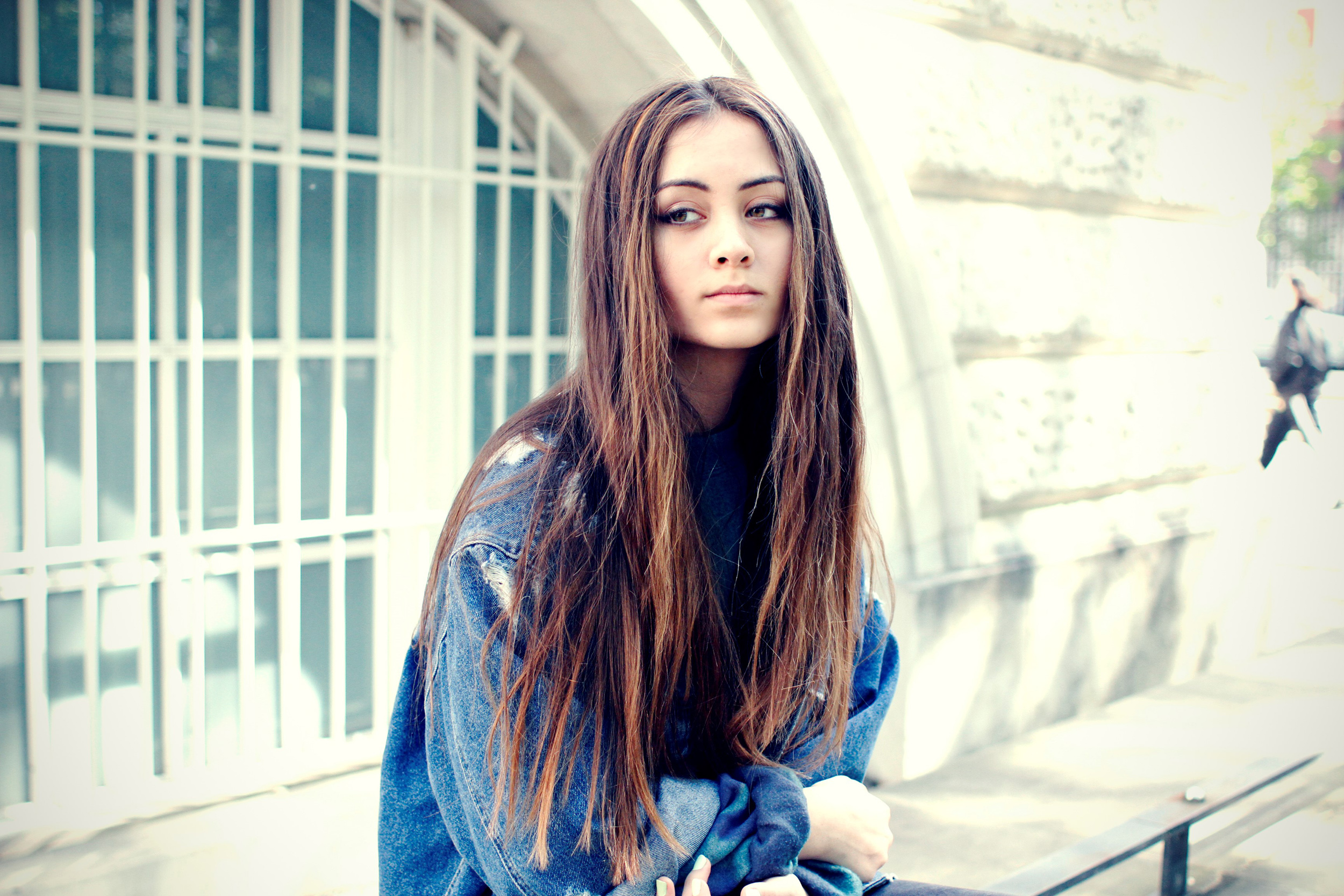 Jasmine Thompson Women Singer Brunette Long Hair Outdoors Urban Women Outdoors Jeans Jacket Jasmine 2500x1667