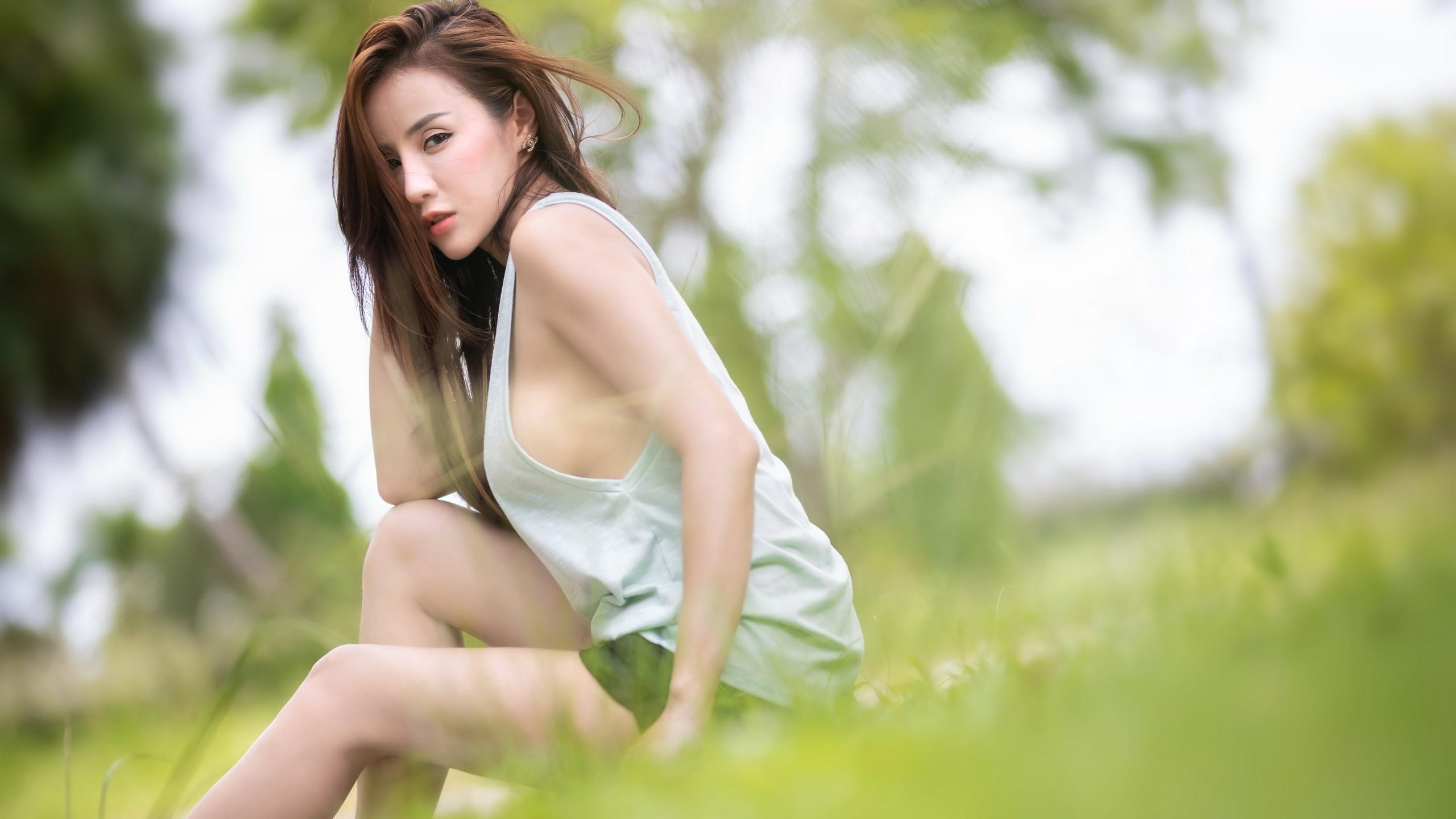 Asian Outdoors Women Women Outdoors Model Looking At Viewer Sitting Grass Dyed Hair Long Hair Earrin 2560x1440