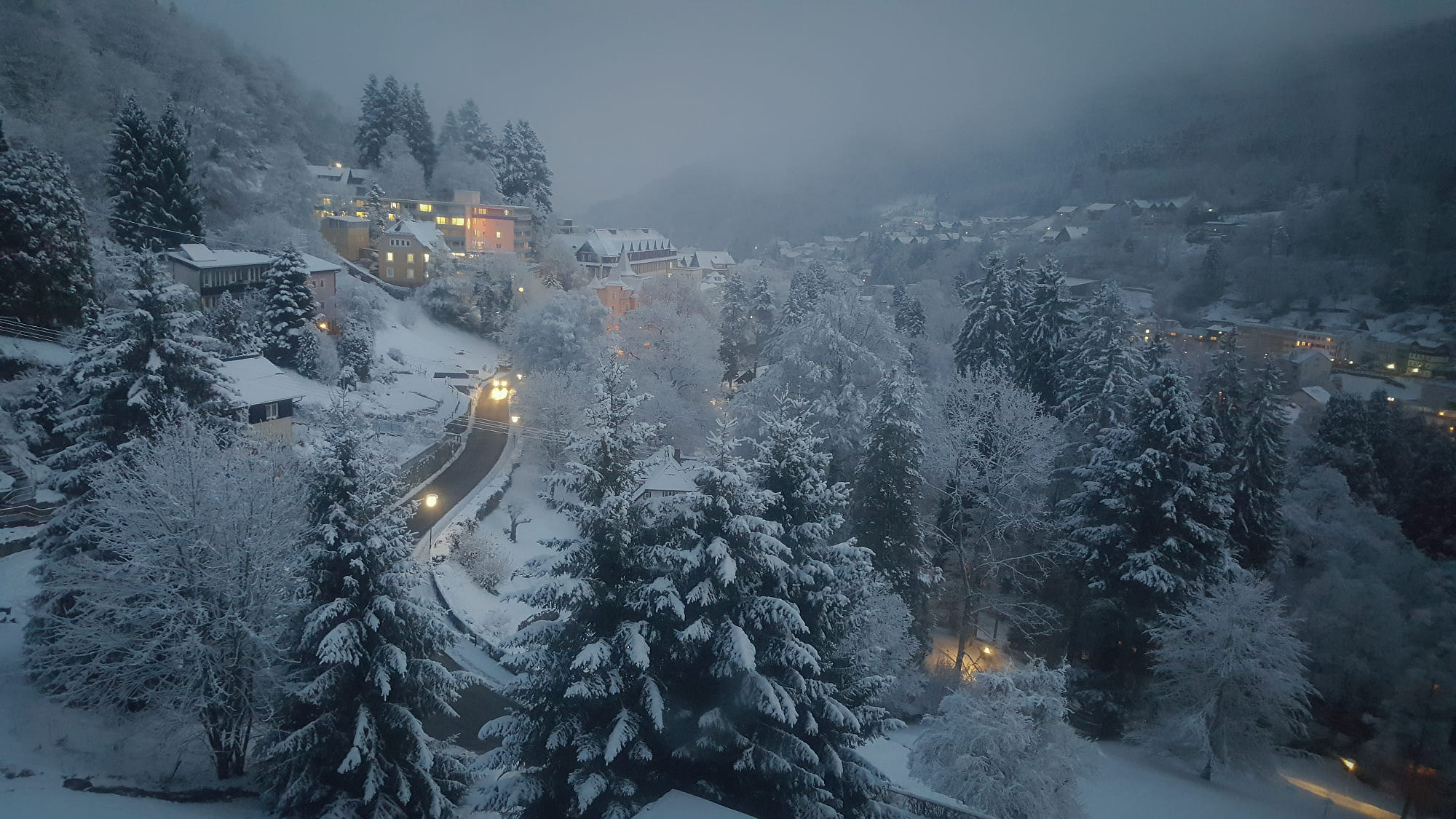 Mountain Forest Snow Village Light Night Fog 2000x1125