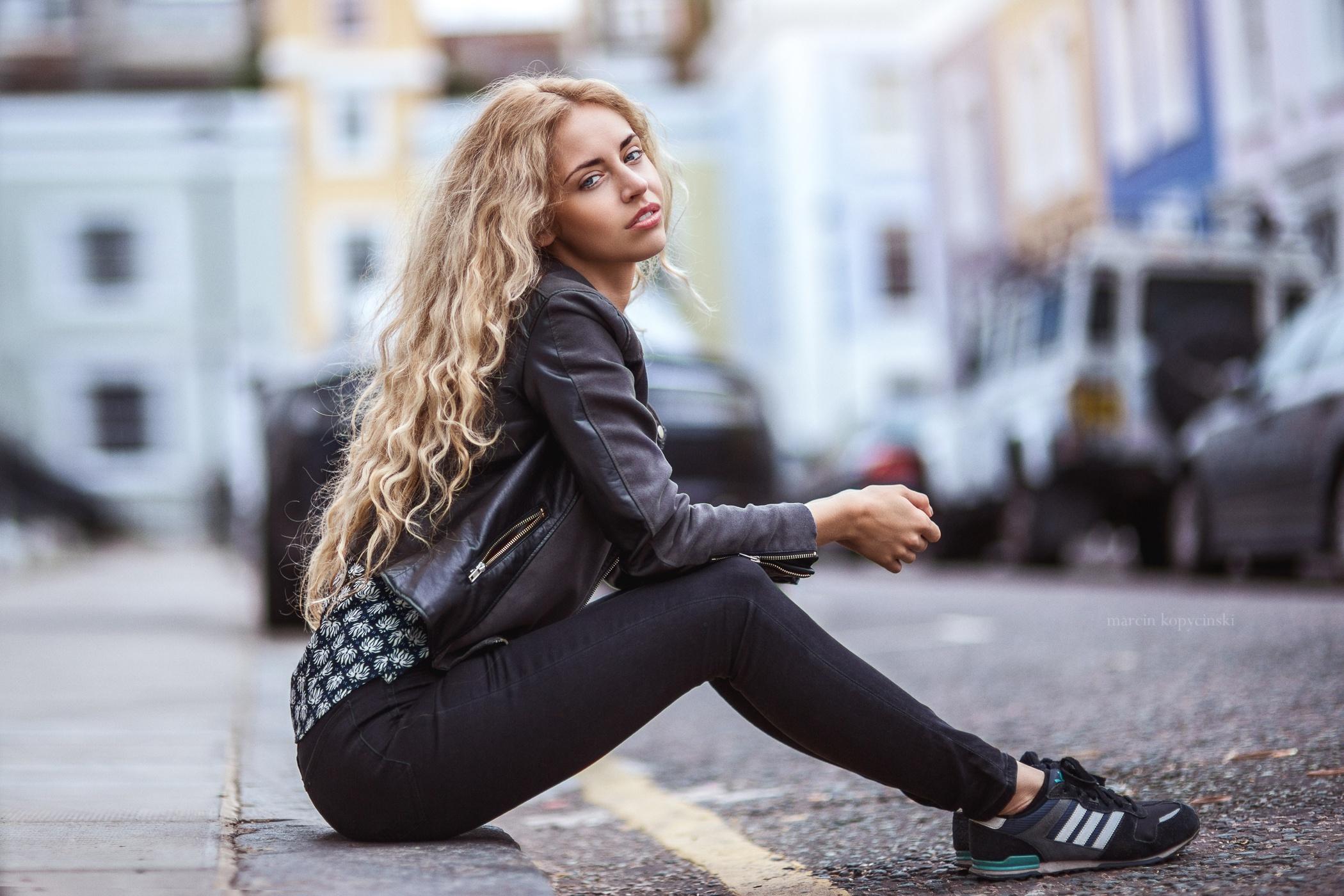 Model Sitting Women Urban Women Outdoors Long Hair Street Asphalt Looking At Viewer Blonde Makeup Dy 2100x1400