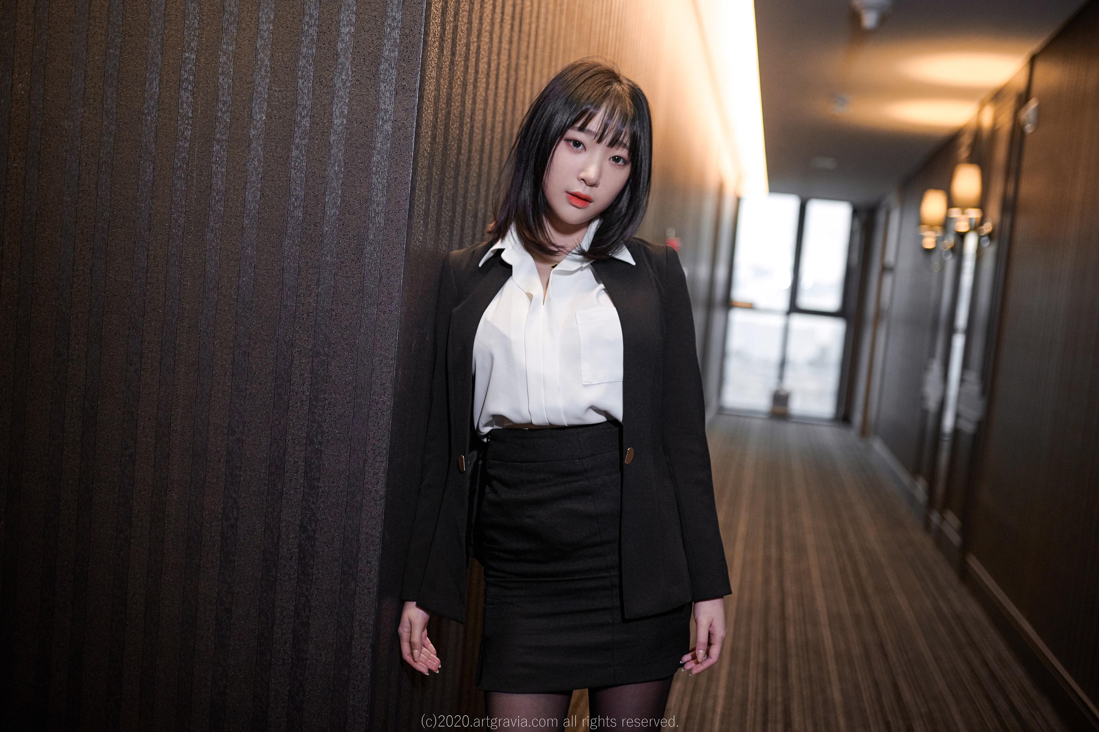 Korean Women Dark Hair Asian Women Women Indoors Looking At Viewer 3840x2559