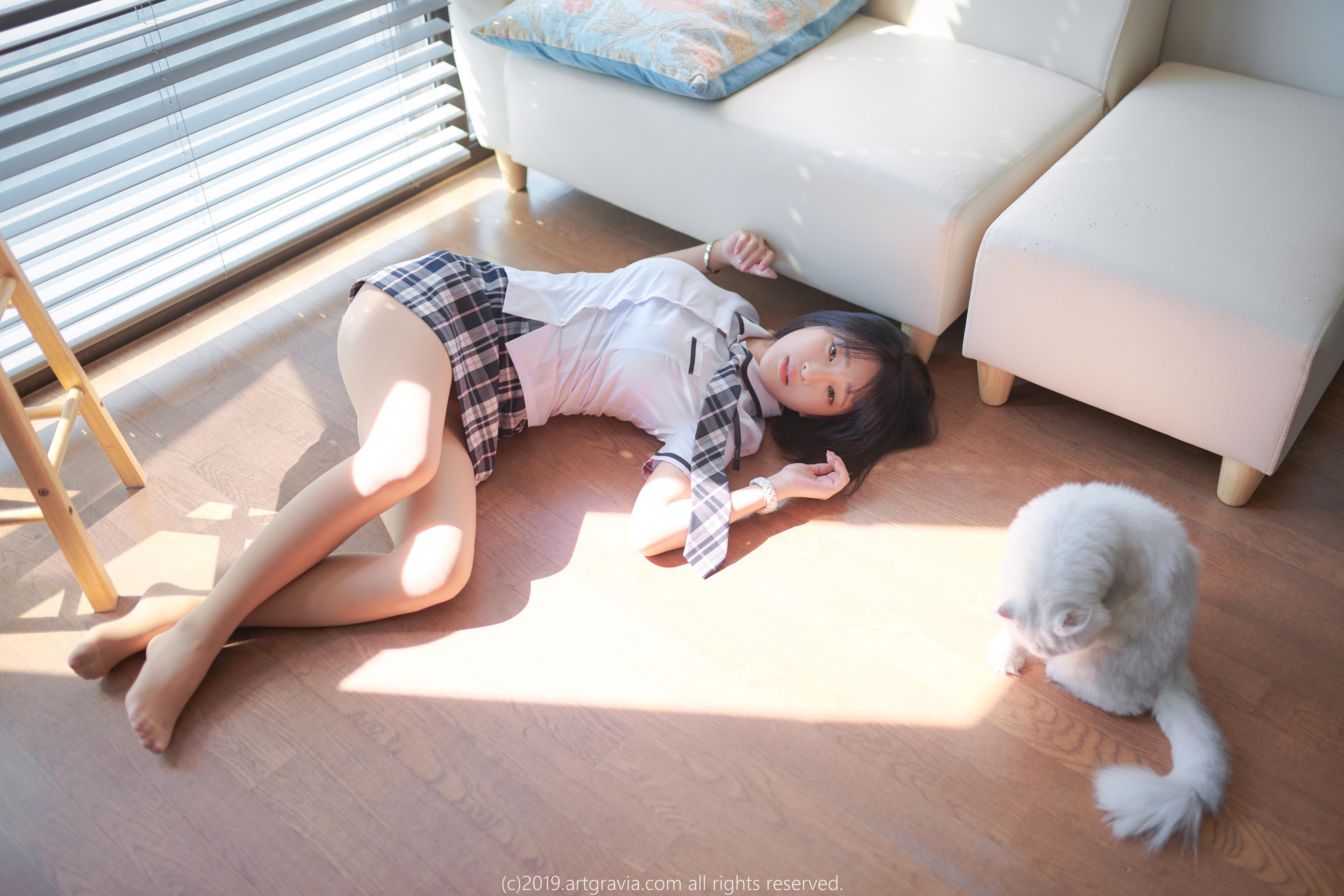 Korean Women Dark Hair White Bed Sheets Asian Indoors Women Cats 5000x3333