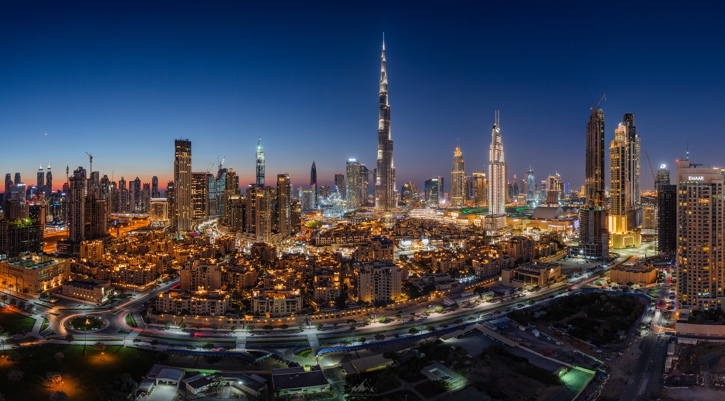 Night City Light Building Skyscraper United Arab Emirates 2500x1385