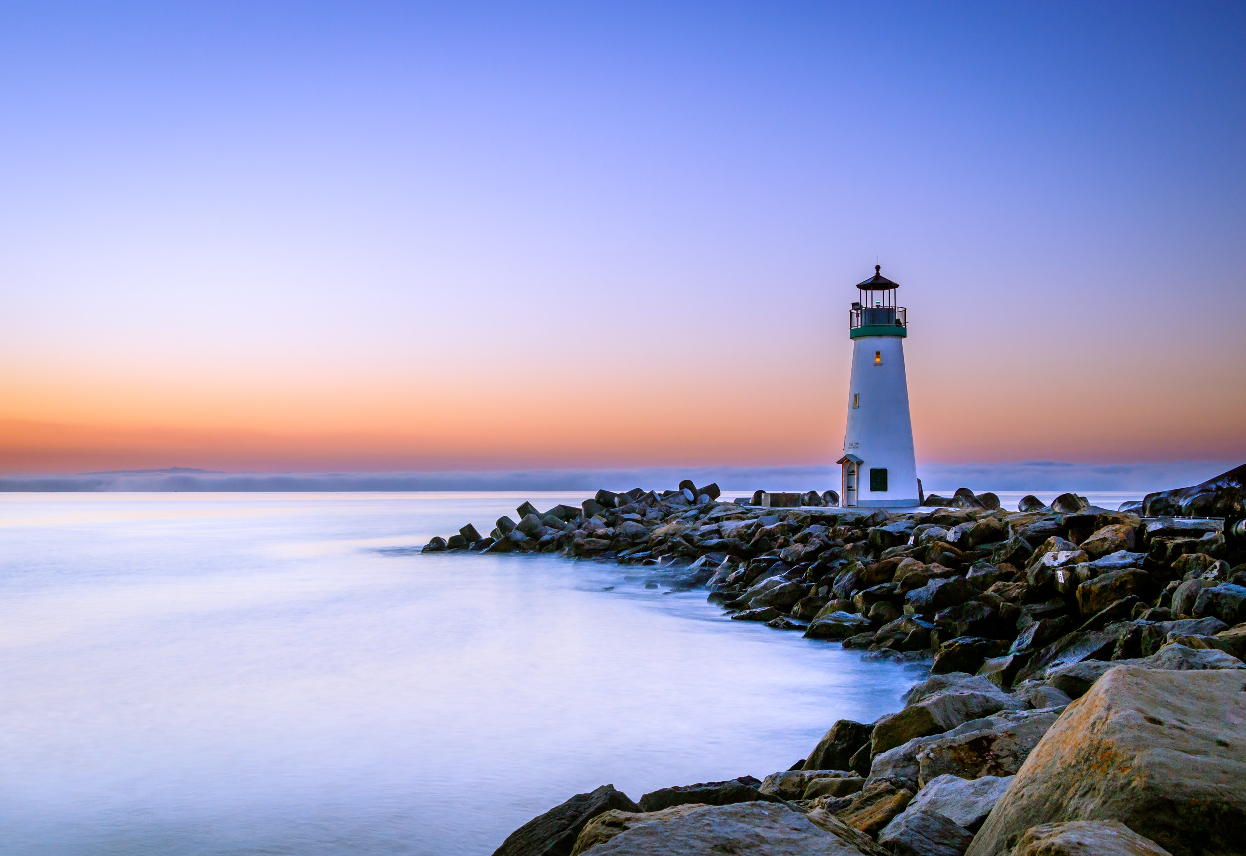 Ocean Horizon Rock 2500x1717