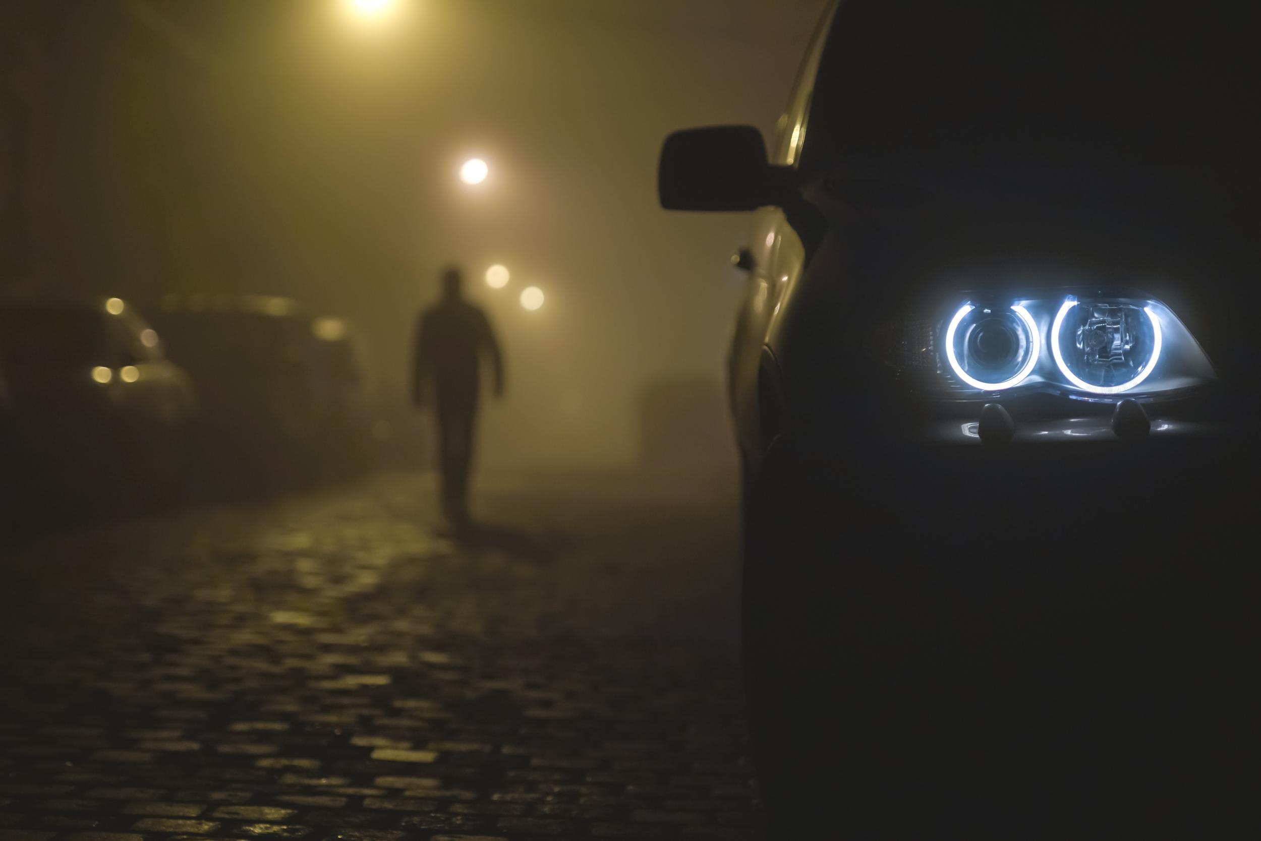 Car LED Headlight Night BMW Dark Street City Men Mist Blue 2500x1668