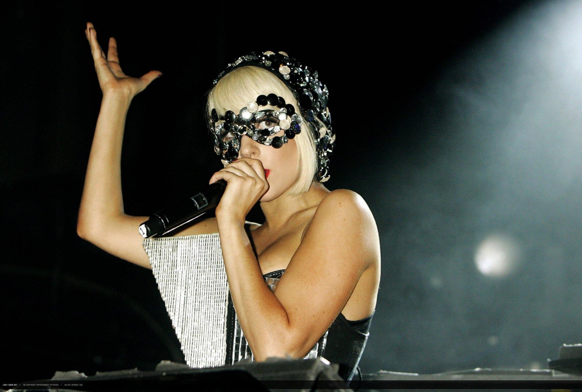 Music Lady Gaga 2000x1346