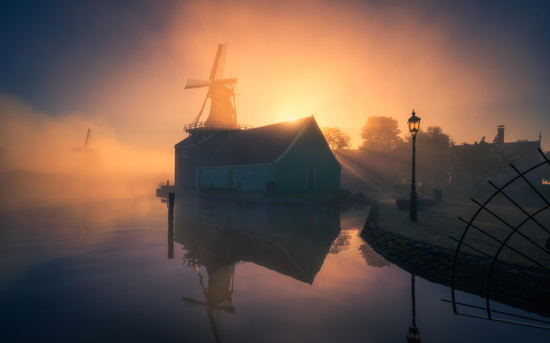 Building Reflection Fog Sunrise 2880x1800