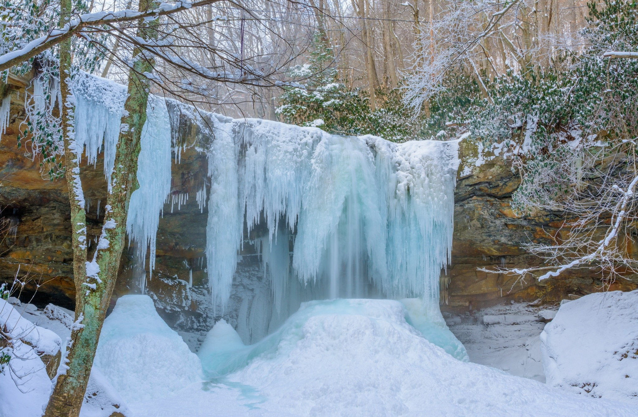 Earth Waterfall 2048x1338