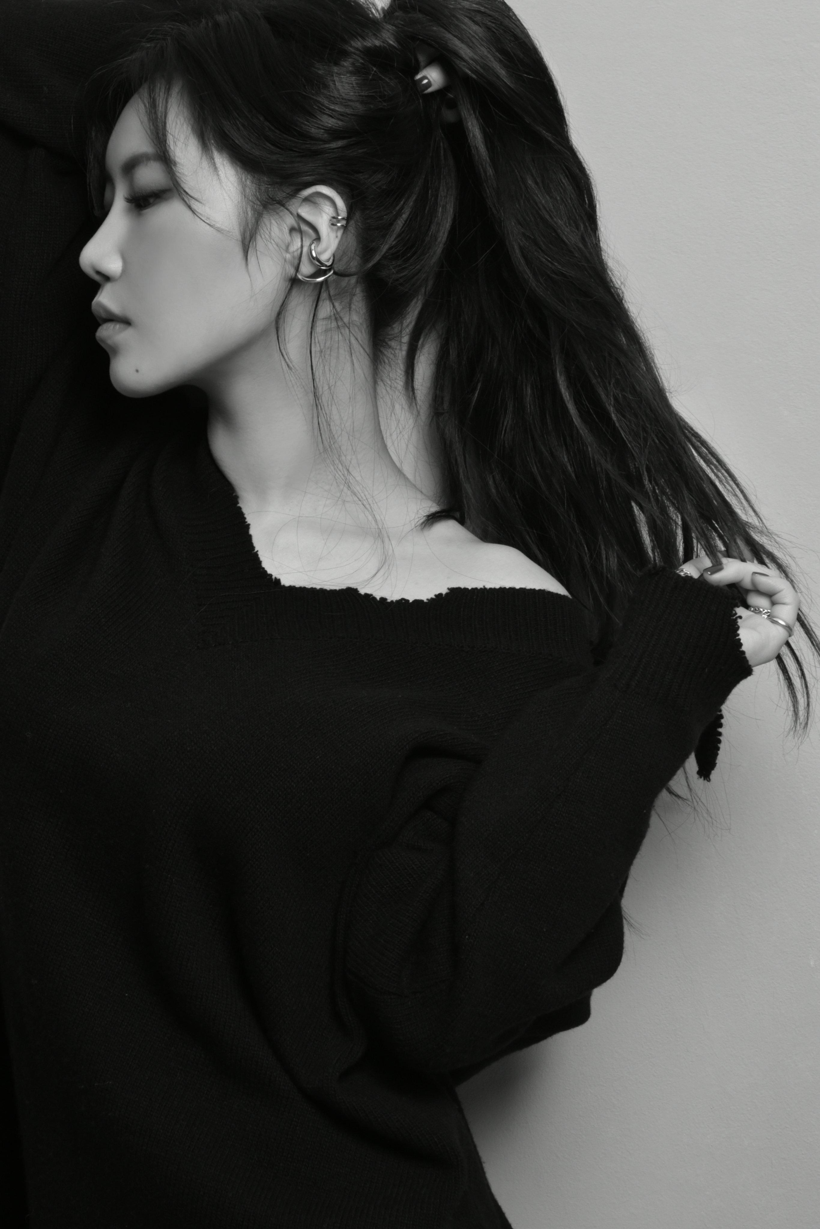 Yezi K Pop Korean Women Monochrome Fiestar Hoop Earrings 2731x4096