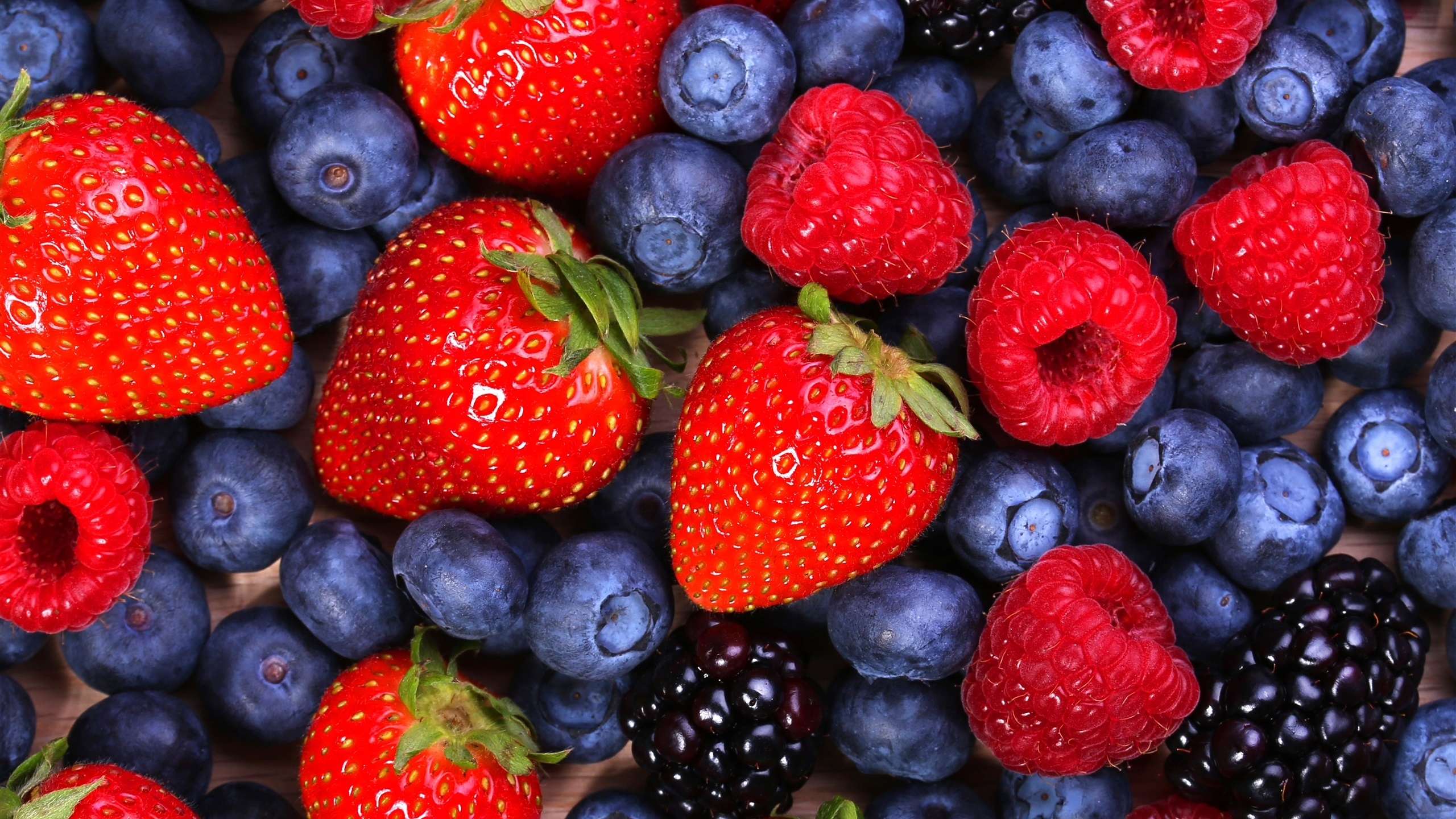 Strawberry Blackberry Raspberry 2560x1440