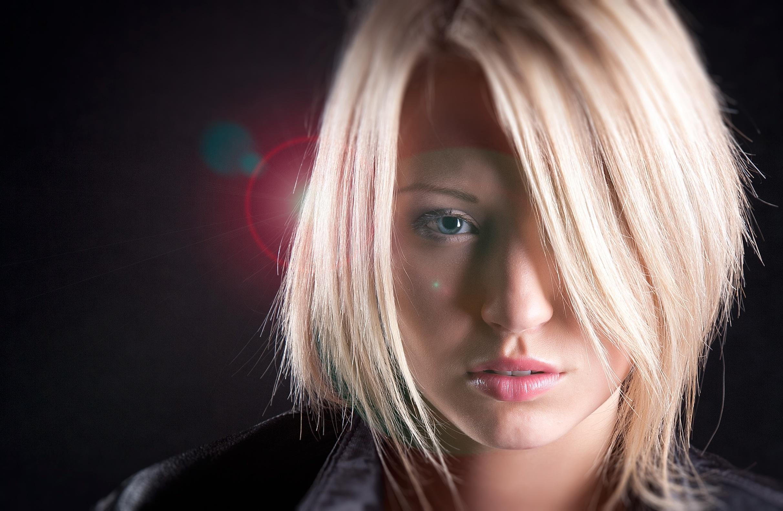 Woman Face Blonde Short Hair Blue Eyes 2424x1582