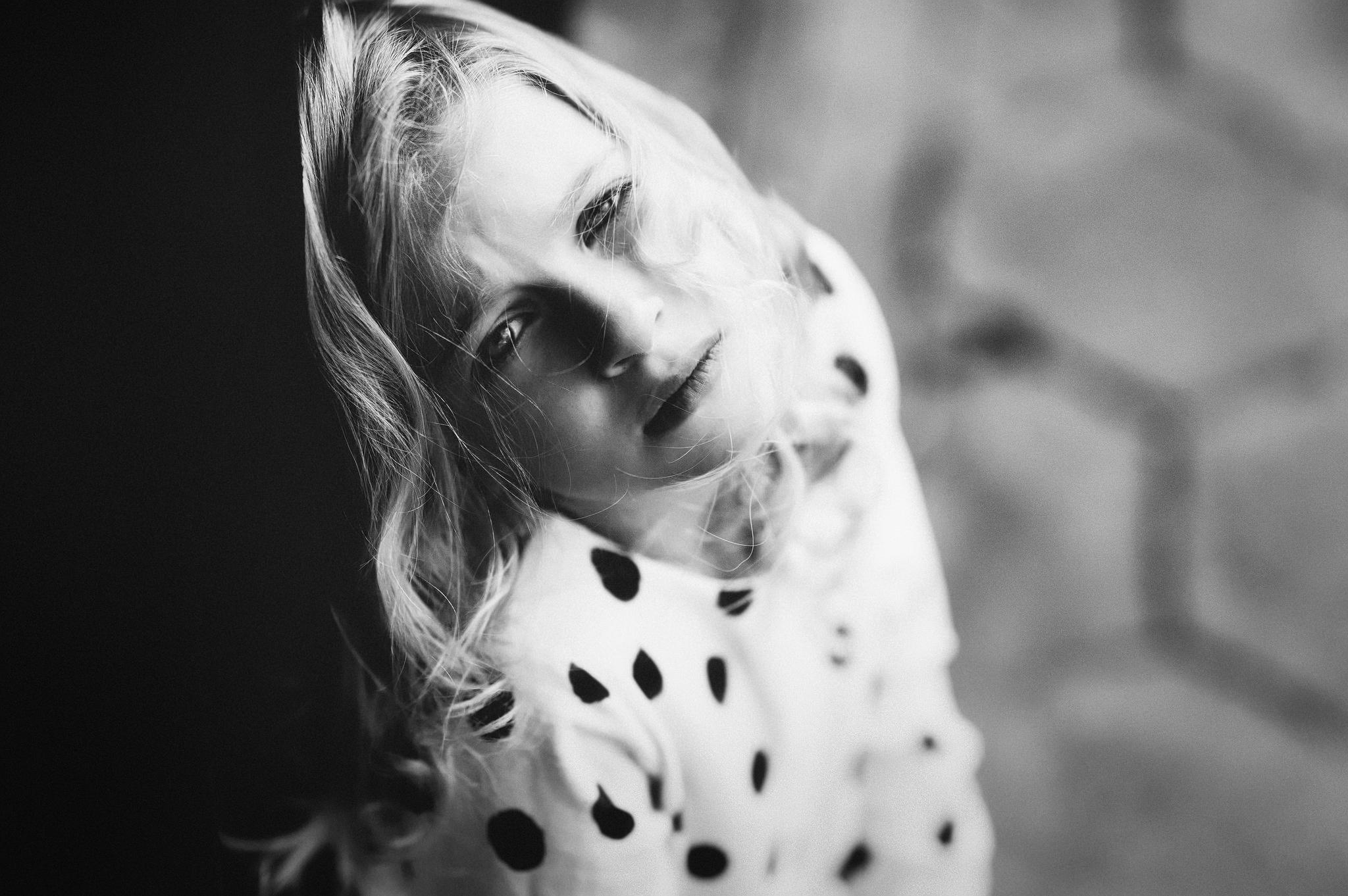 Model Depth Of Field Portrait Blonde Looking At Viewer Photography Children Monochrome 2048x1362