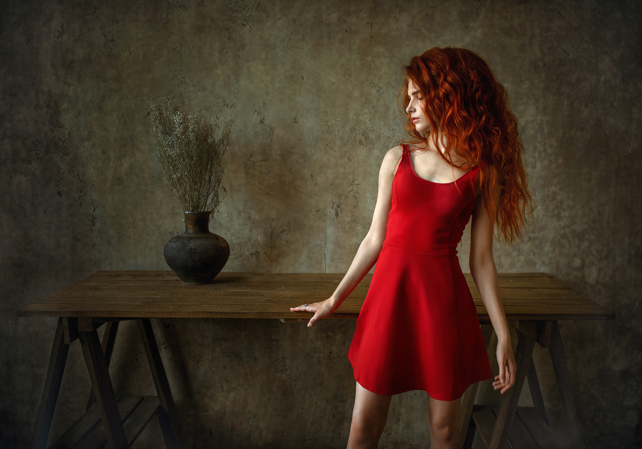 Model Redhead Red Dress 2048x1433