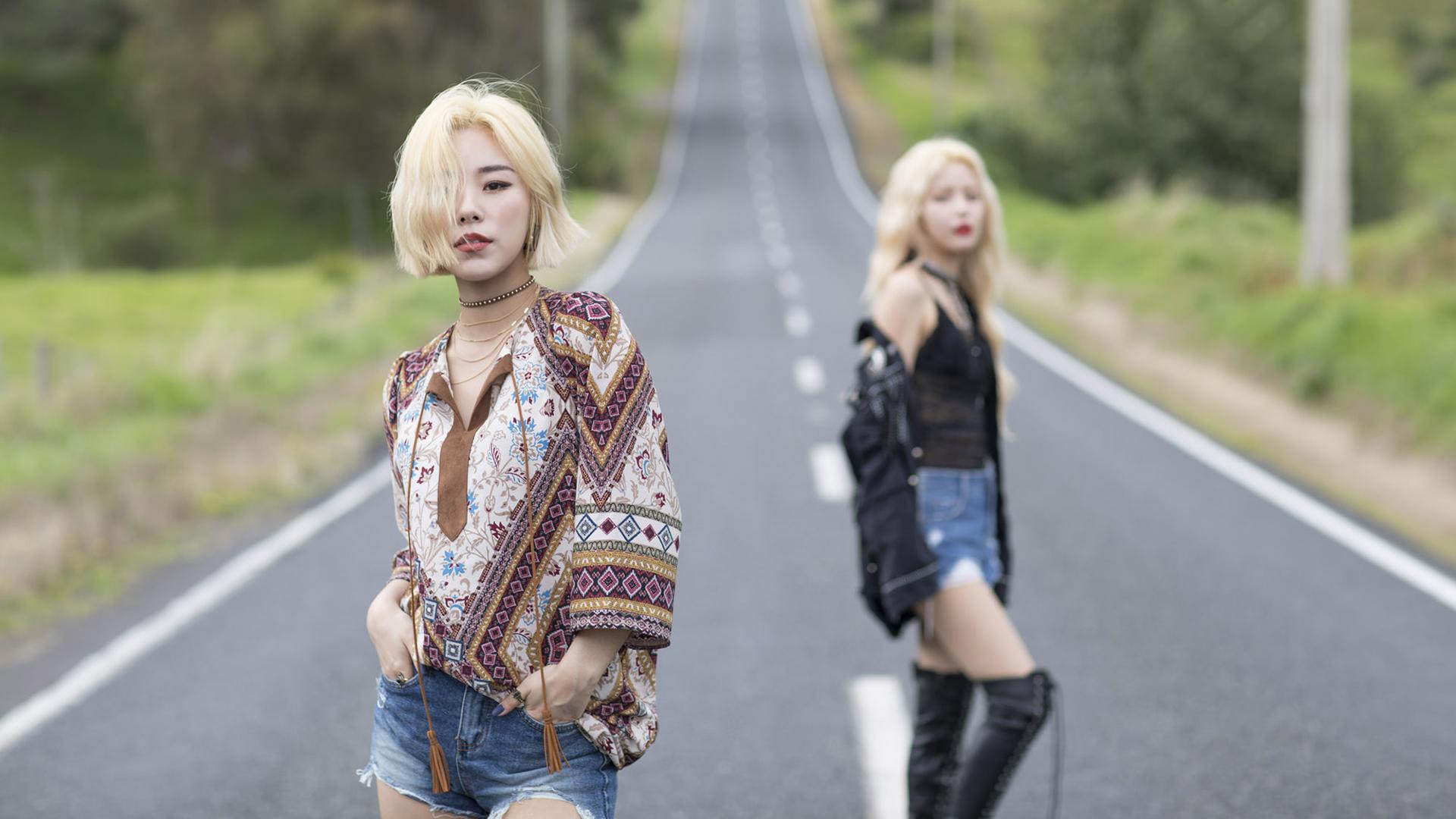 Asian Singer K Pop Mamamoo Band Korean Blonde Long Hair Brown Eyes Shorts Road Depth Of Field 1920x1080