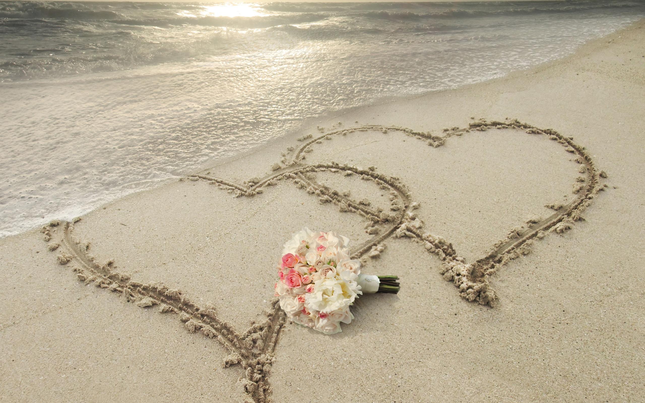 Bouquet Flower Heart Sand 2560x1600