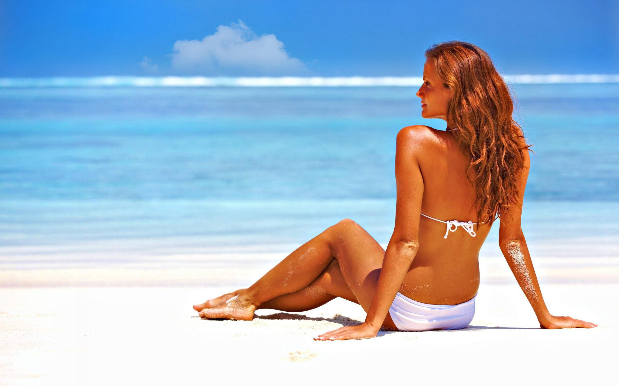Beach Bikini Horizon Model Rear 2560x1600