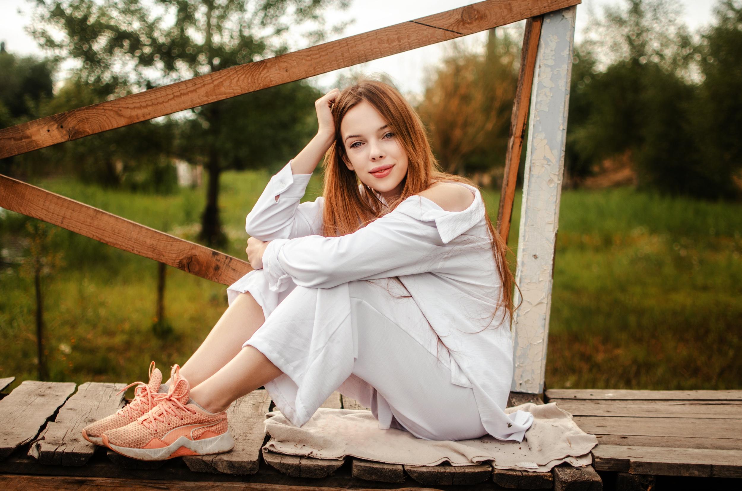 Women Model Sitting Looking At Viewer Women Outdoors Outdoors Long Hair Red Lipstick 2500x1655