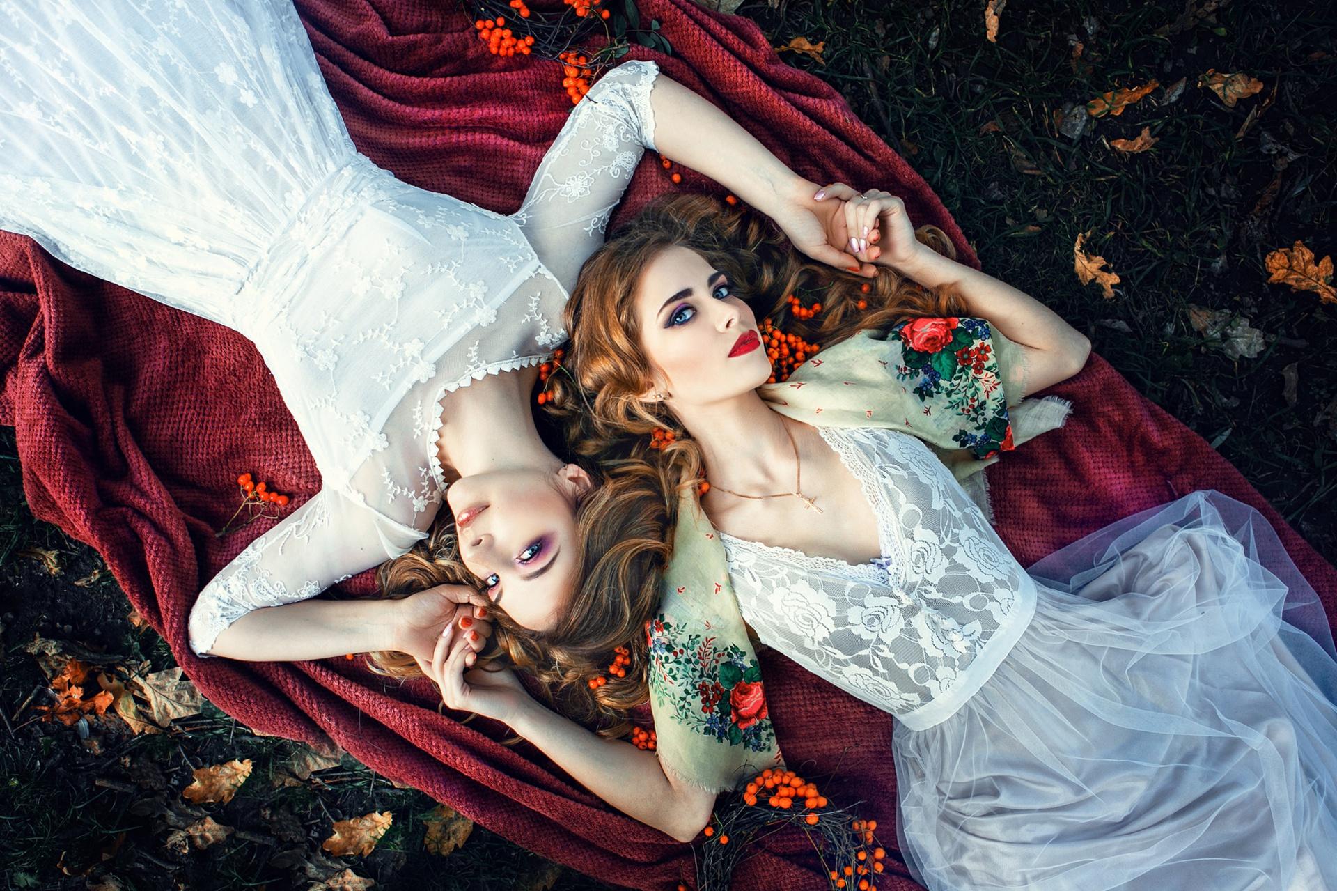 Blue Eyes Girl Lipstick Lying Down Redhead White Hair Woman 1920x1279
