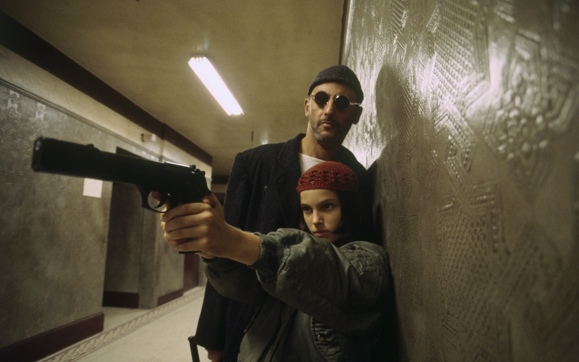 Leon The Professional Jean Reno Natalie Portman Movies Pistol 1920x1200