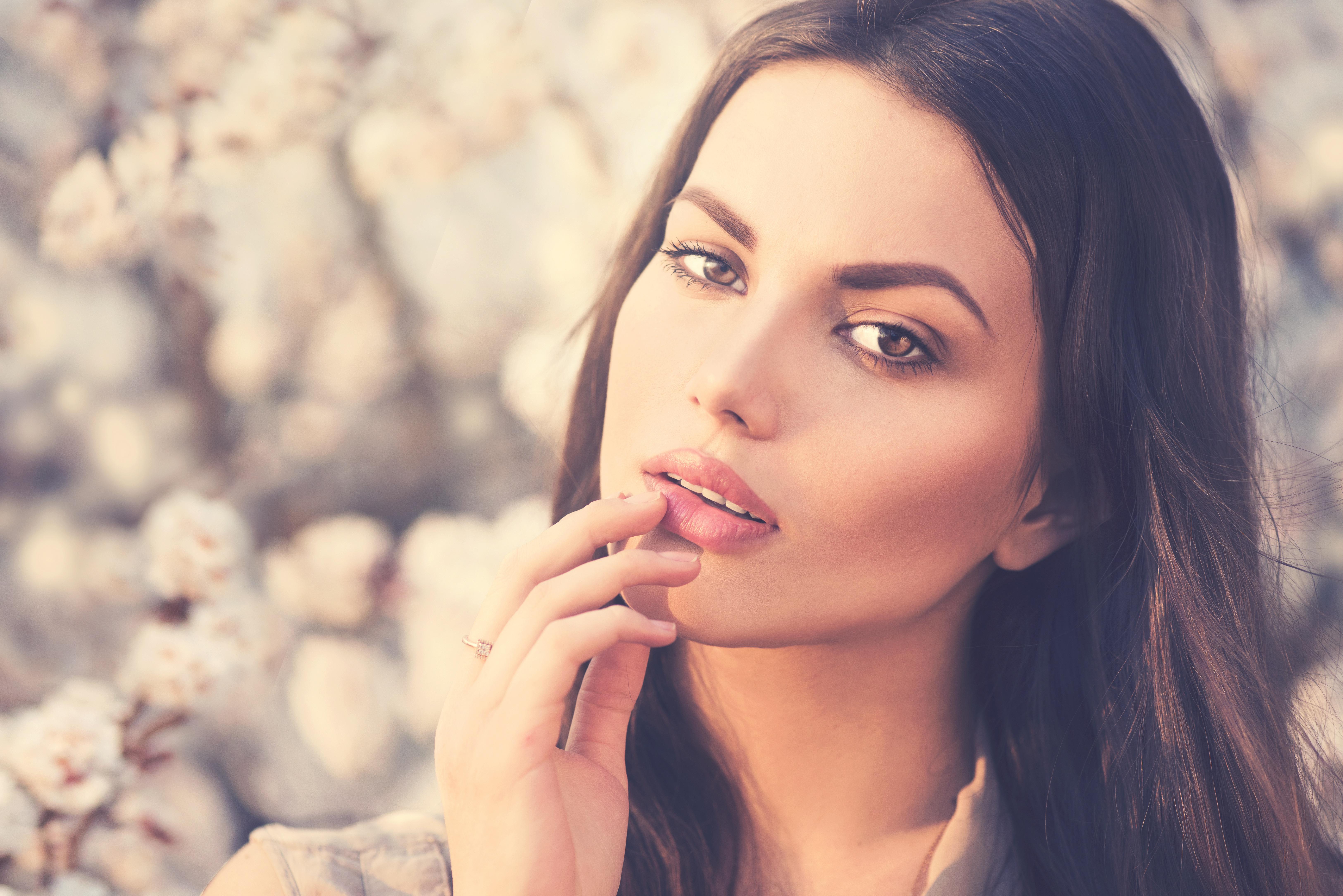 Woman Model Brunette Hazel Eyes Lipstick 6500x4338