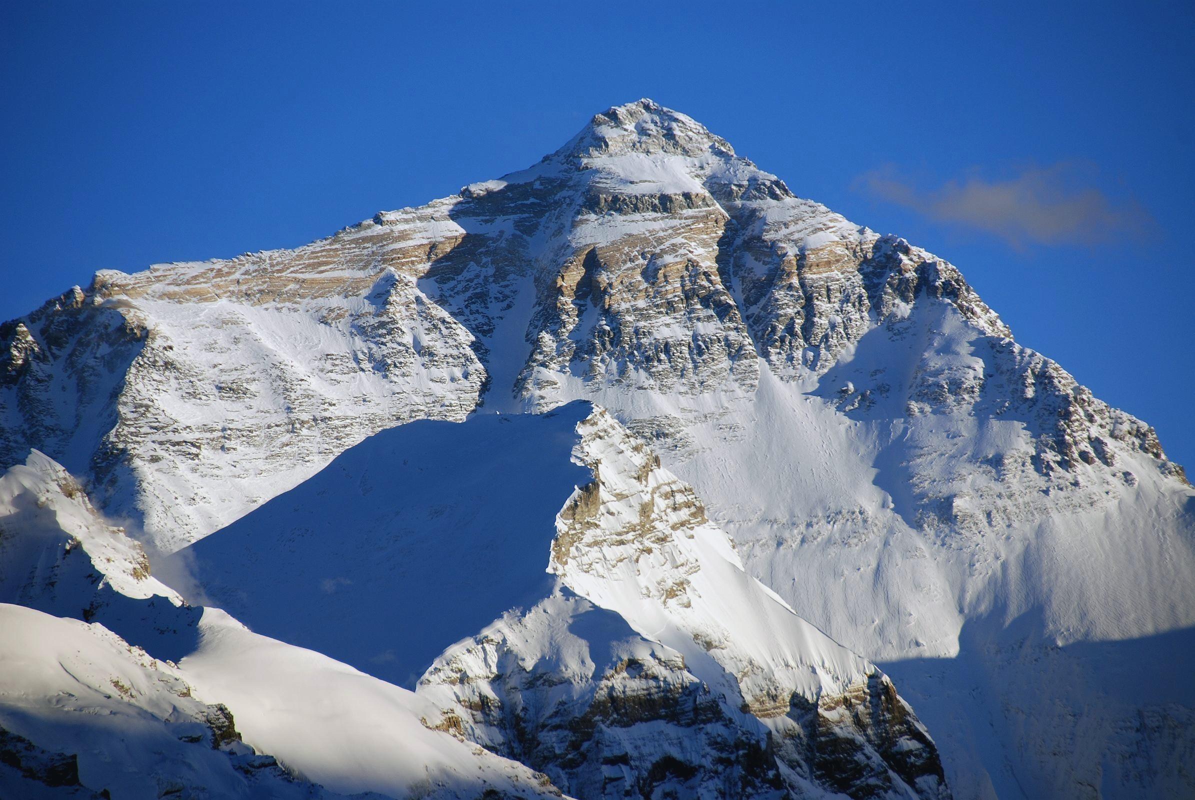 Mount Everest Snowy Peak Landscape Takayama Nepal Tibet 2390x1600