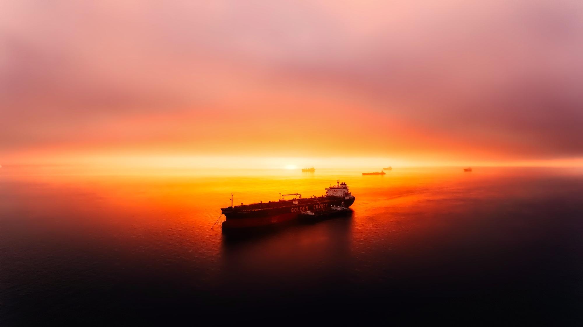 Oil Tanker Ship Sunset Ocean 2000x1123