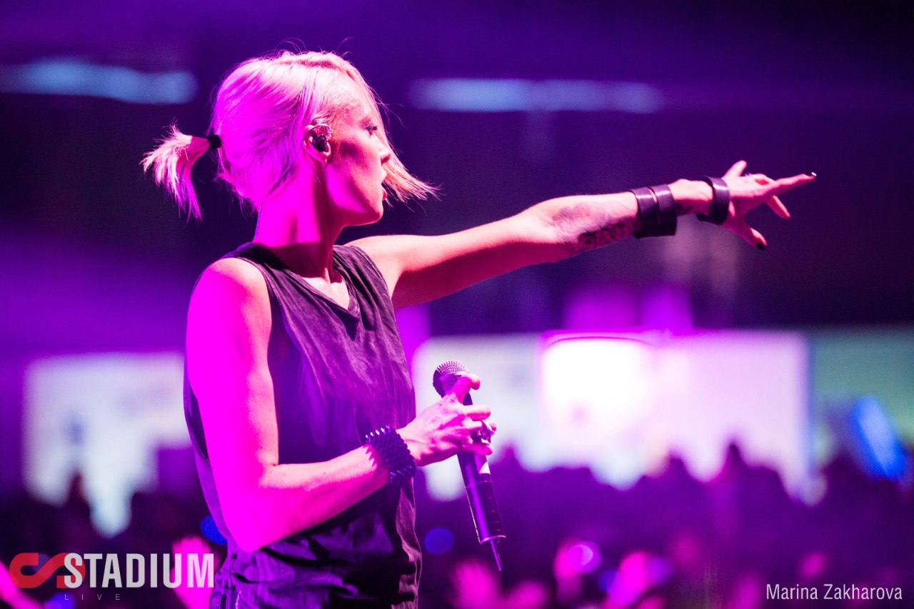 Emma Hewitt Trance Women Microphone 1280x853