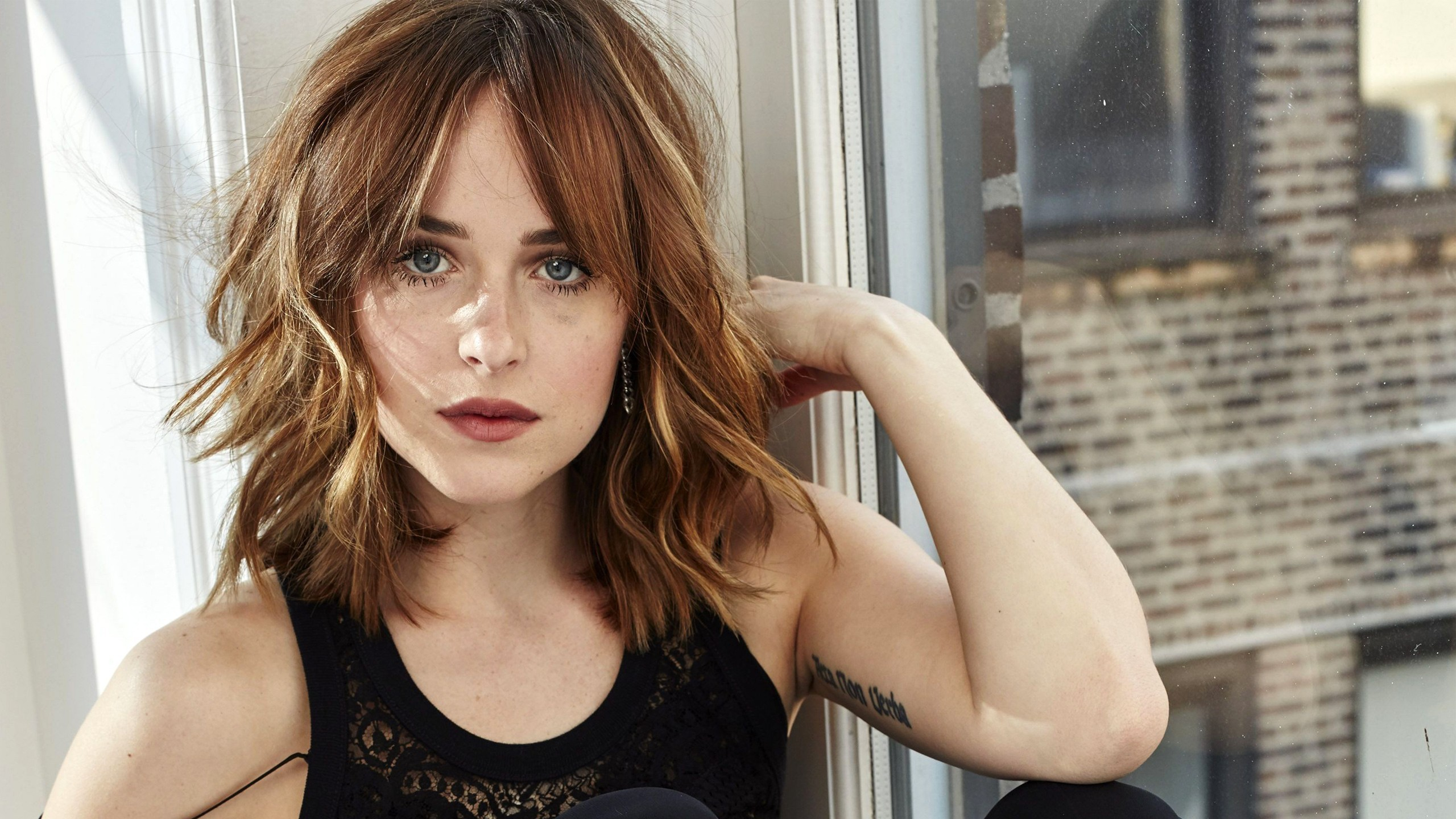 Women Celebrity Dakota Johnson 2560x1440