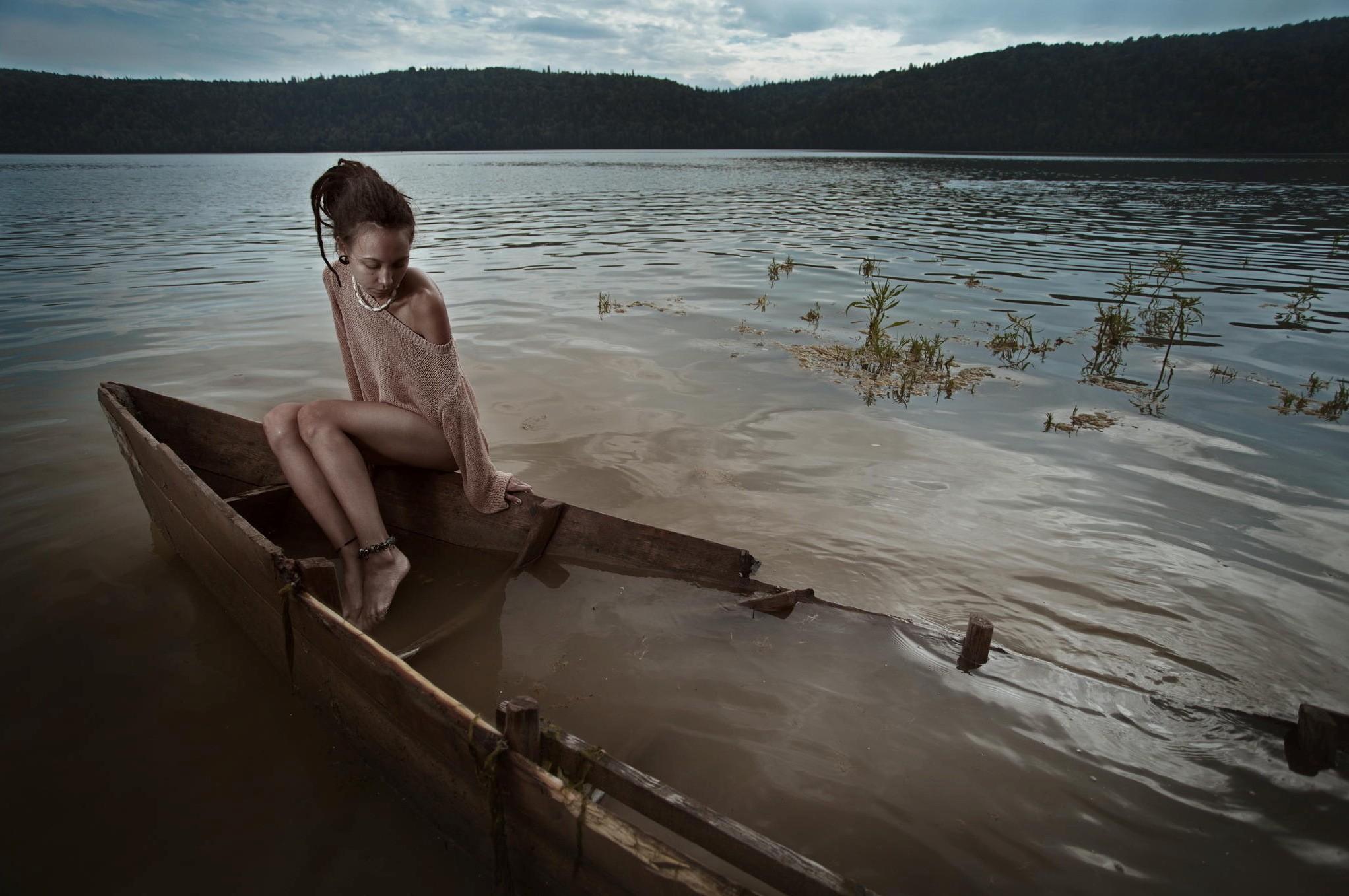 Women Outdoors Model Brunette Women Dreadlocks Bare Shoulders Anklet Sitting In Water 2044x1357