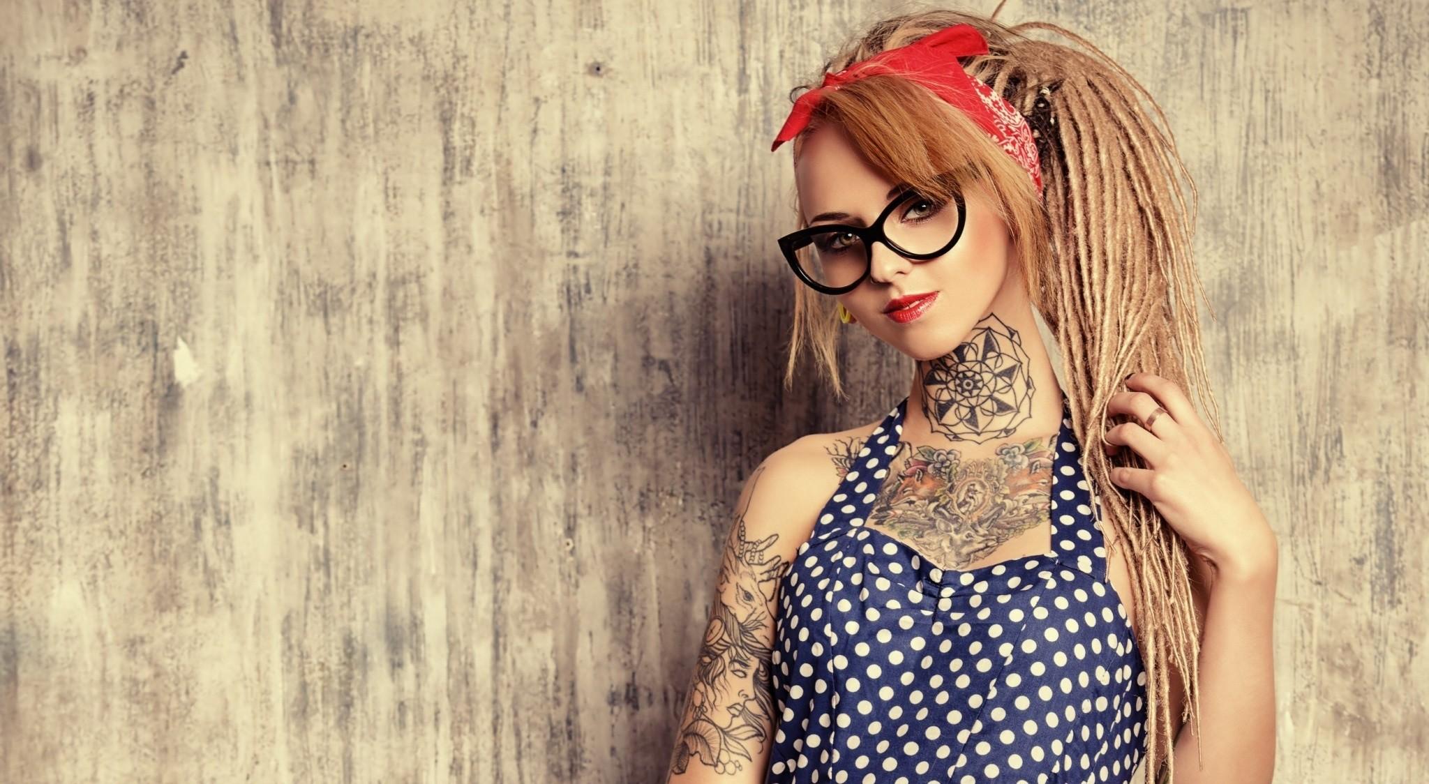 Tattoo Women Dreadlocks Women With Glasses 2048x1124