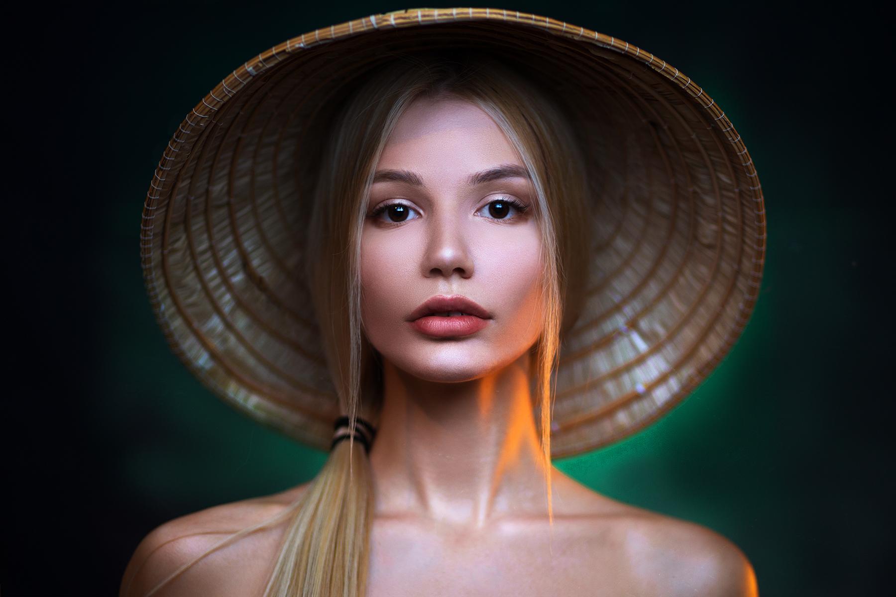Women Blonde Face Portrait Hat Bare Shoulders 1800x1200