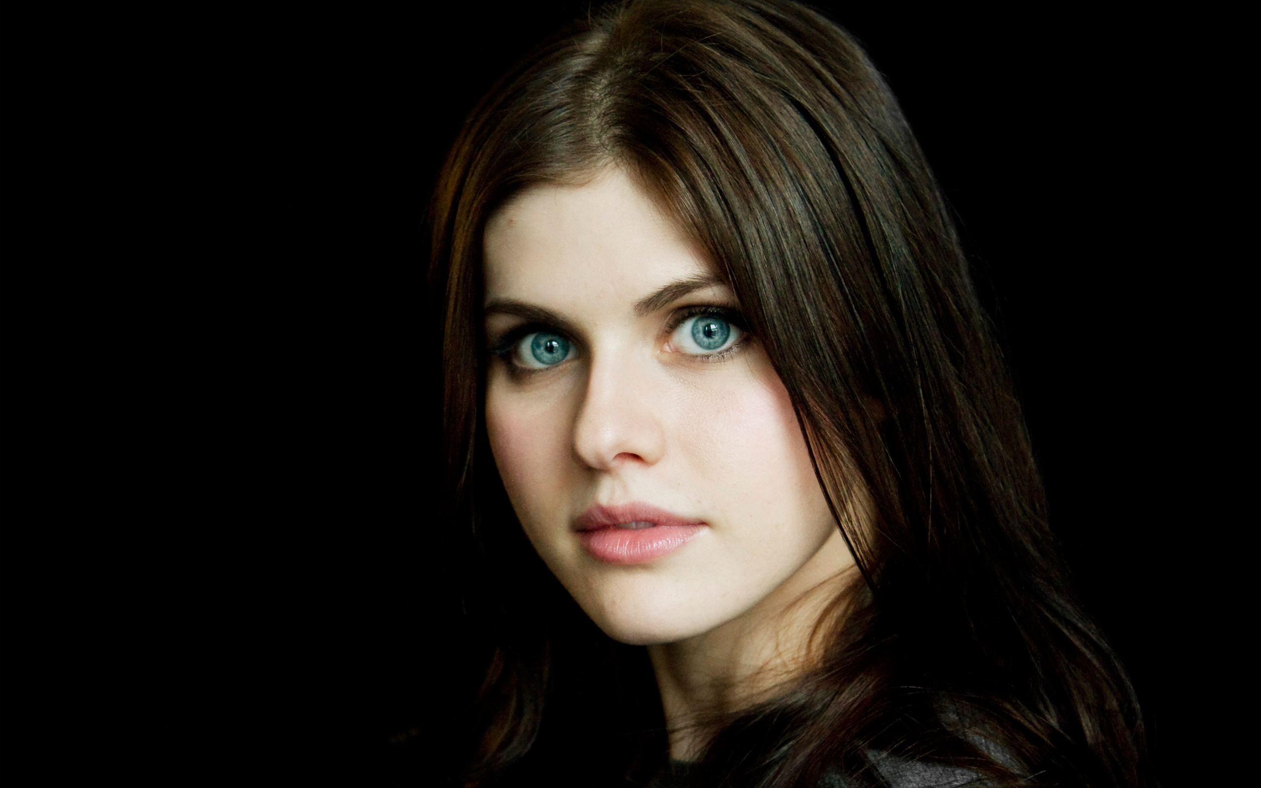 Alexandra Daddario Actress Face Blue Eyes American Black Hair 2560x1600