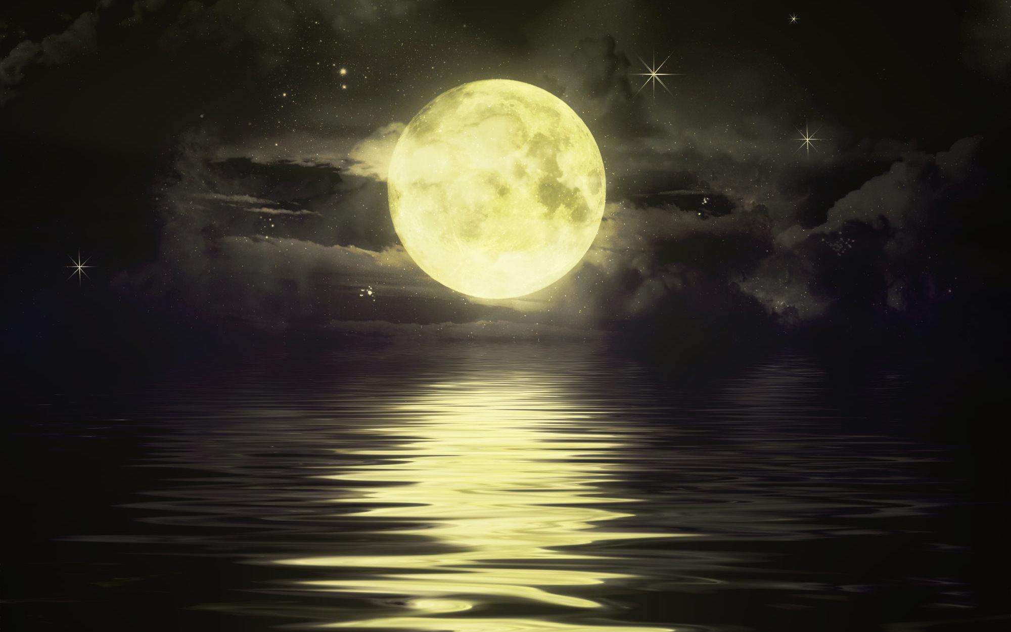 Moonlight 2000x1250