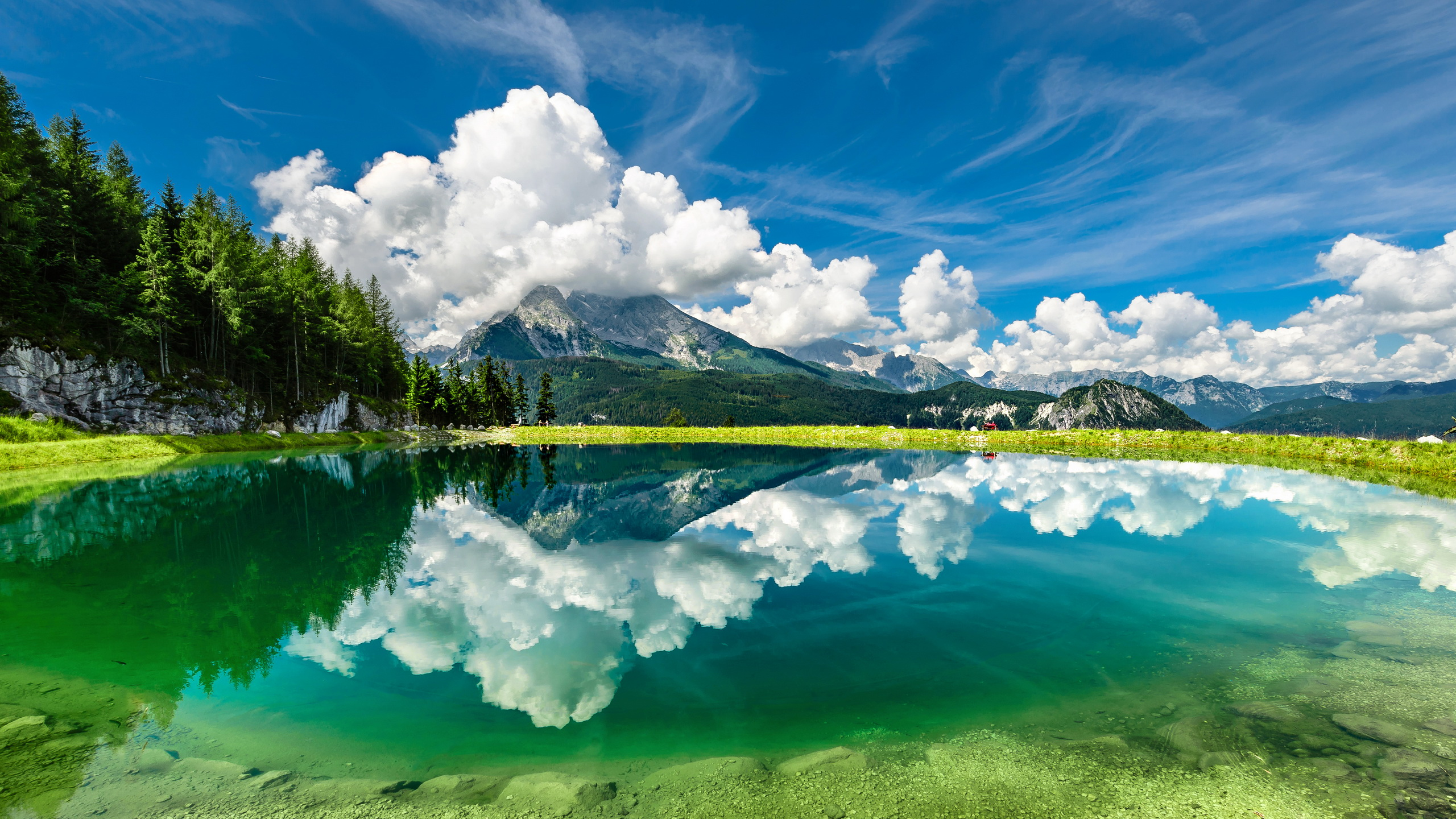 Earth Reflection 2560x1440