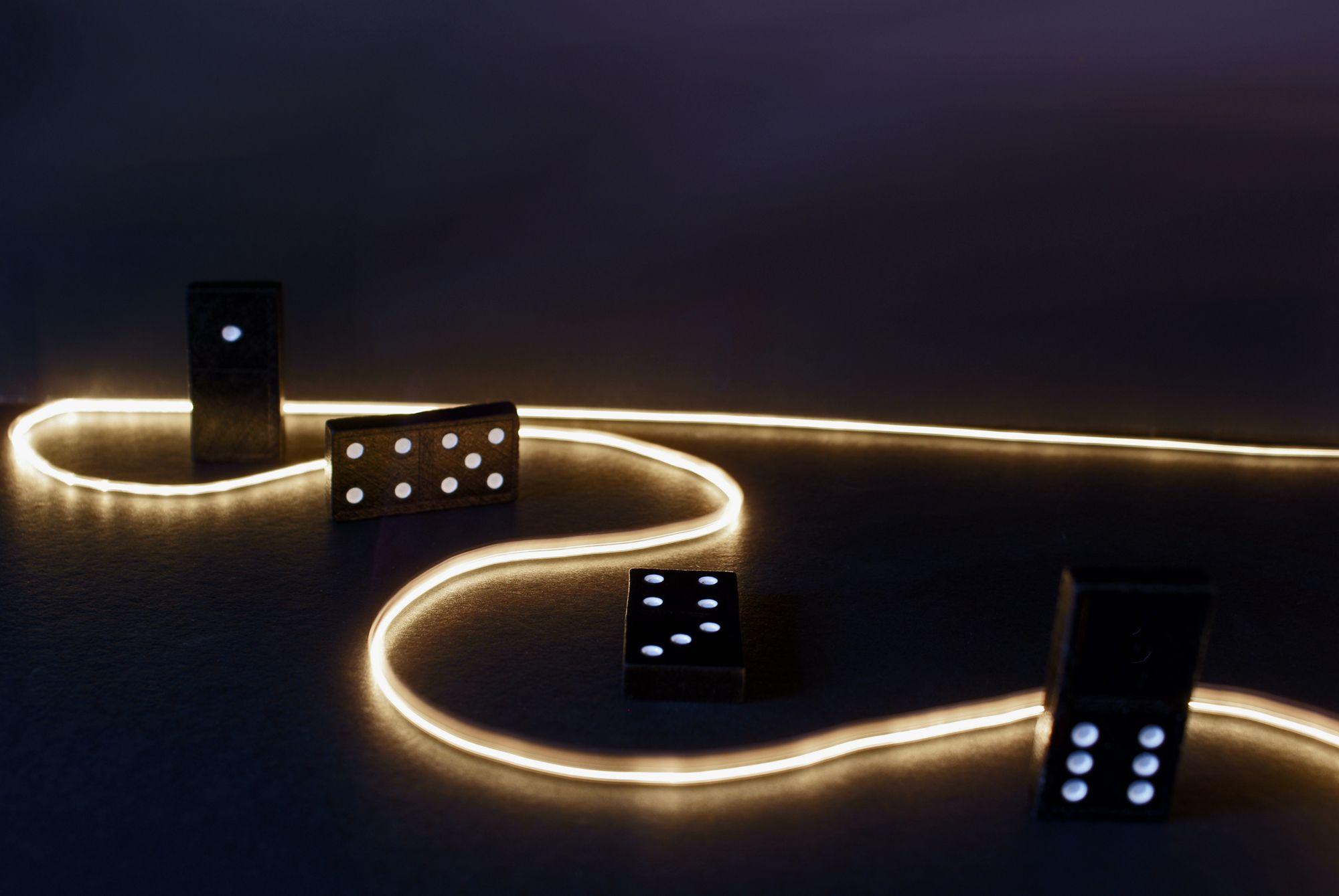 Dominos Game Light 2000x1339